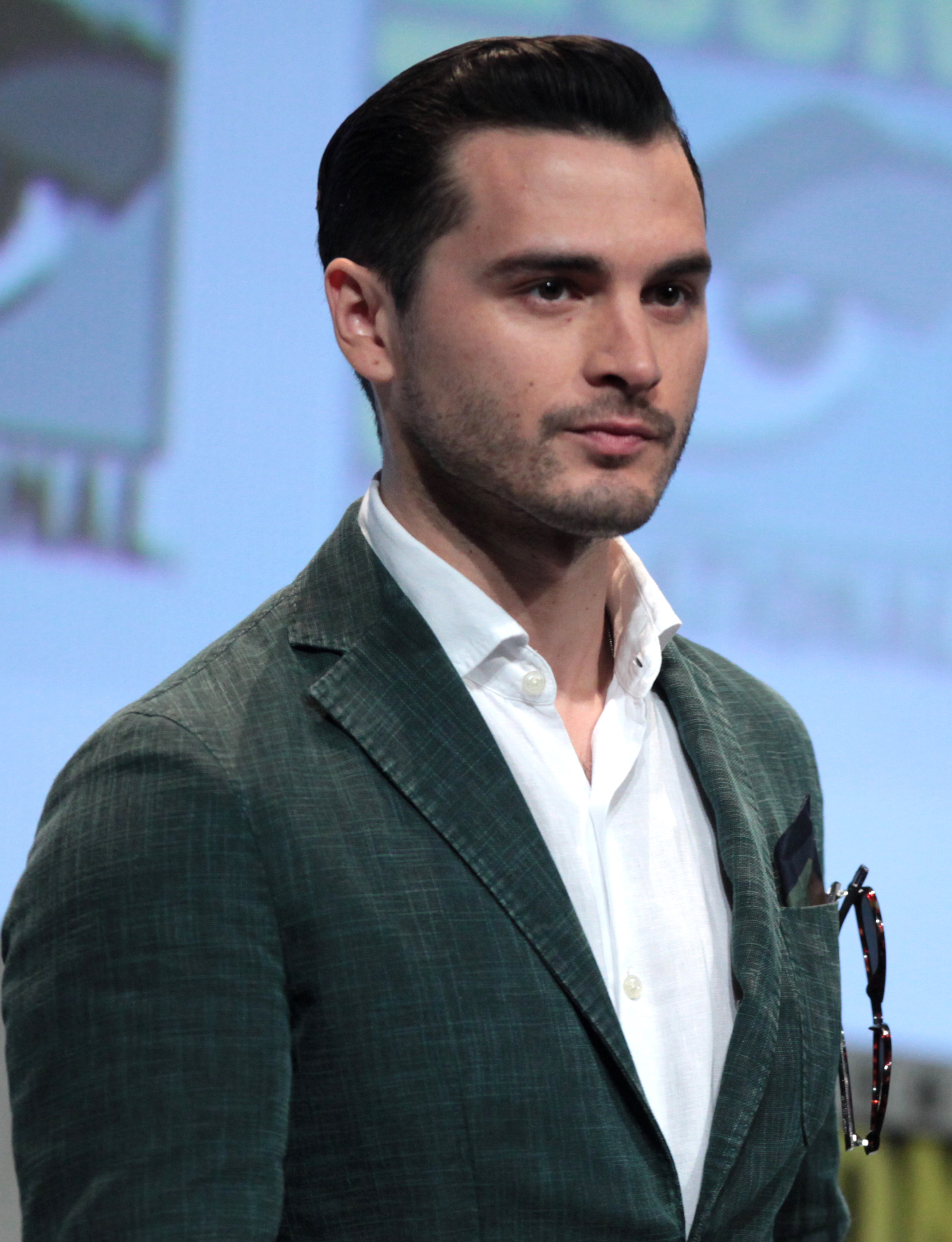 The 35-year old son of father (?) and mother(?) Michael Malarkey in 2018 photo. Michael Malarkey earned a  million dollar salary - leaving the net worth at 1 million in 2018