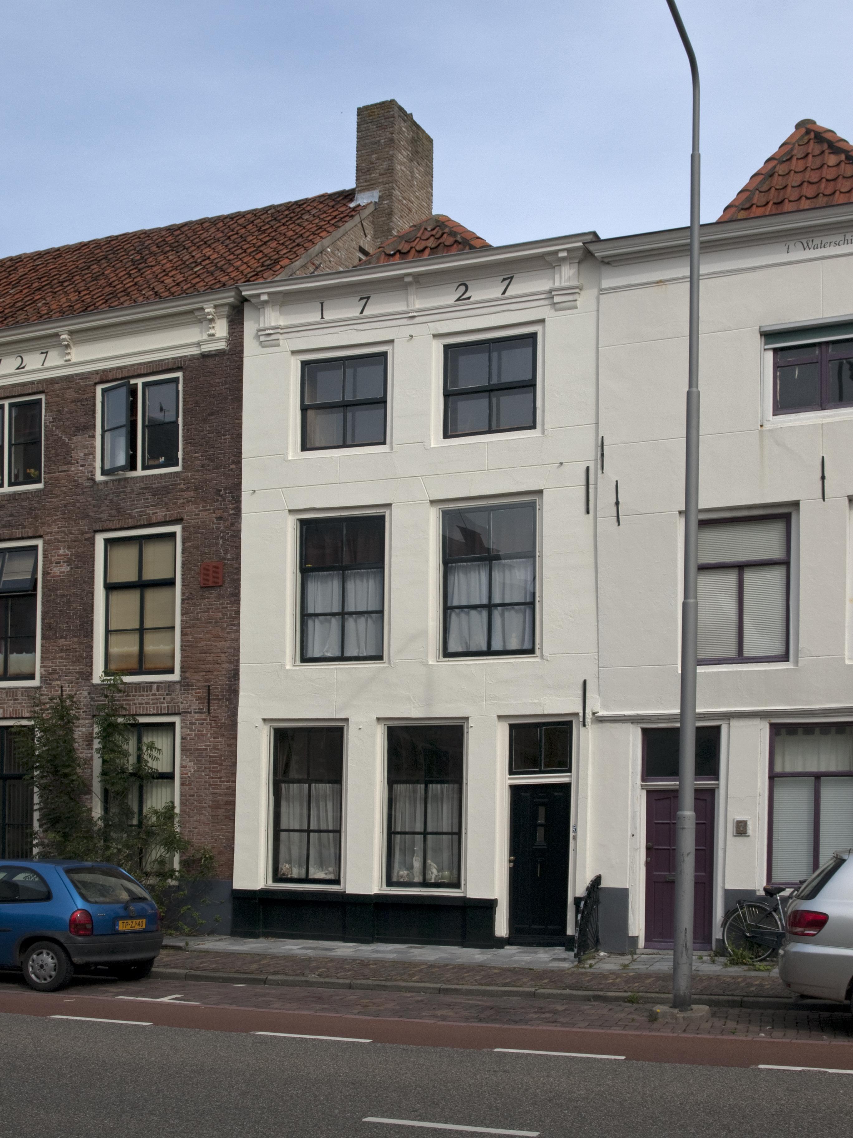 Huis met gepleisterde gevel in lijst gedateerd 1727 in for Lijst inrichting huis