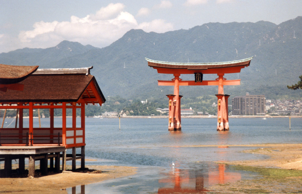 File:Miyajima Itsukushima Shrine Portal.jpg