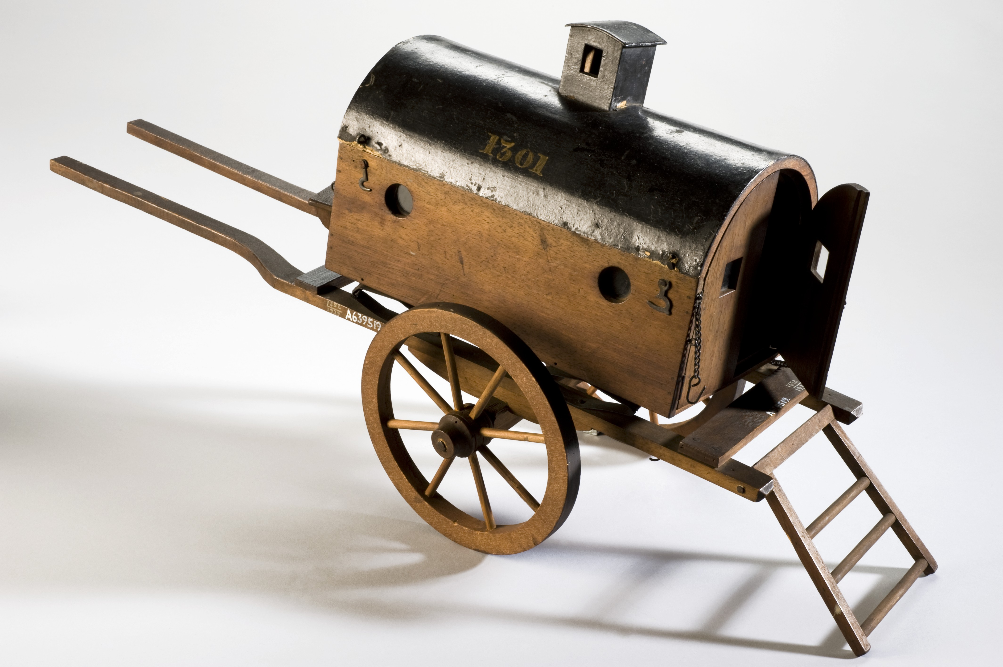 File:Model of a 'flying ambulance', Europe, 1801-1850 Wellcome ...