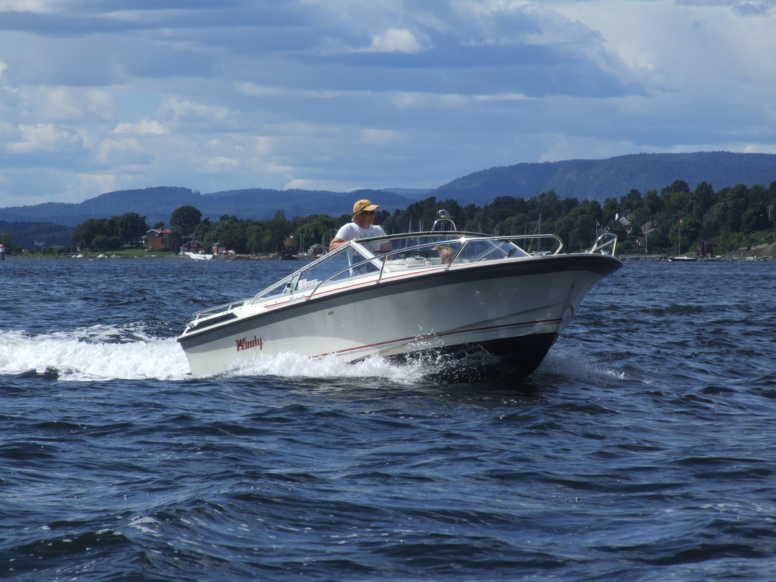 File Motorboat In Oslofjord Jpg Wikimedia Commons