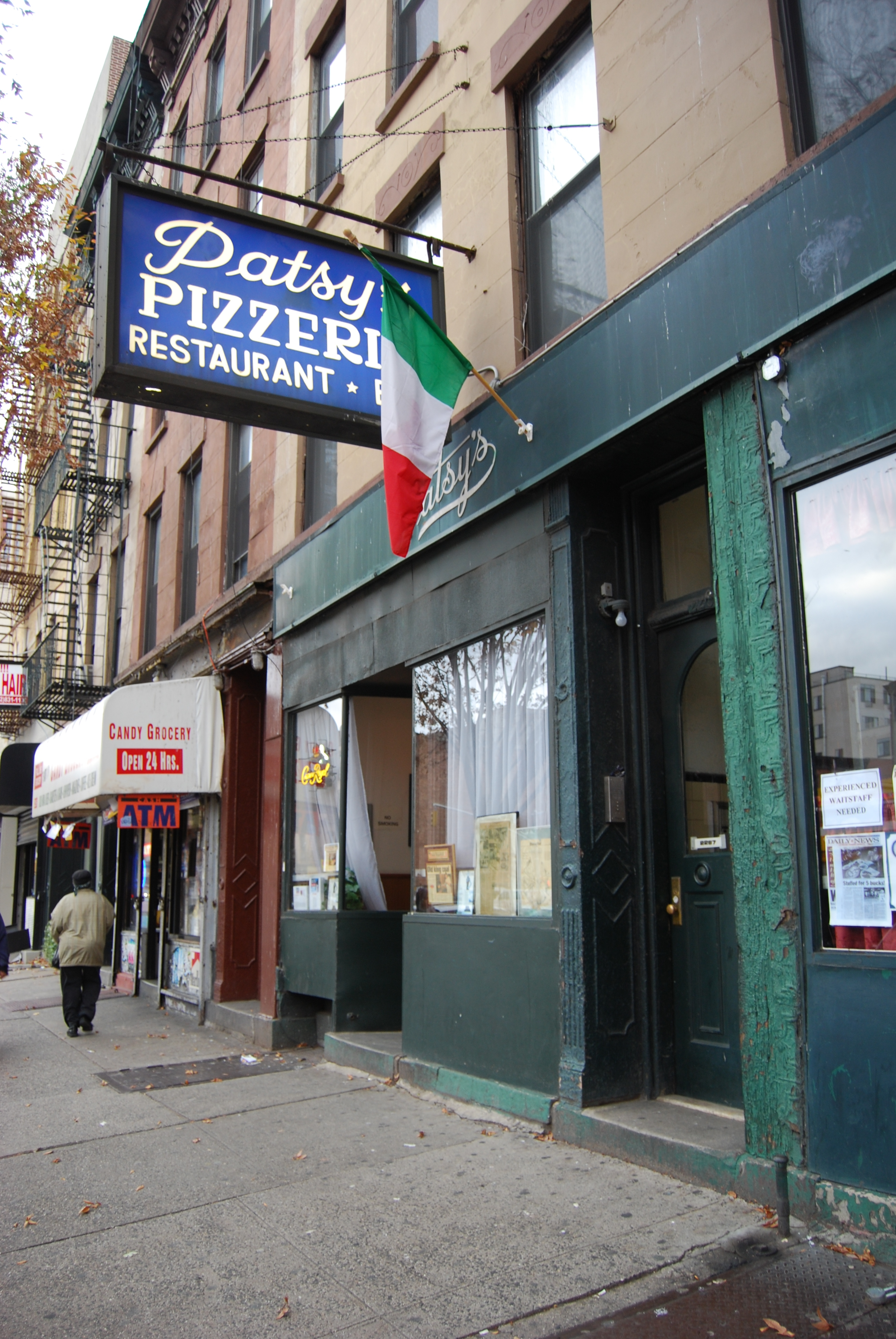 By Paul Lowry from New York, EEUU de A (Patsy's Pizzeria) [CC BY 2.0 (https://creativecommons.org/licenses/by/2.0)], via Wikimedia Commons