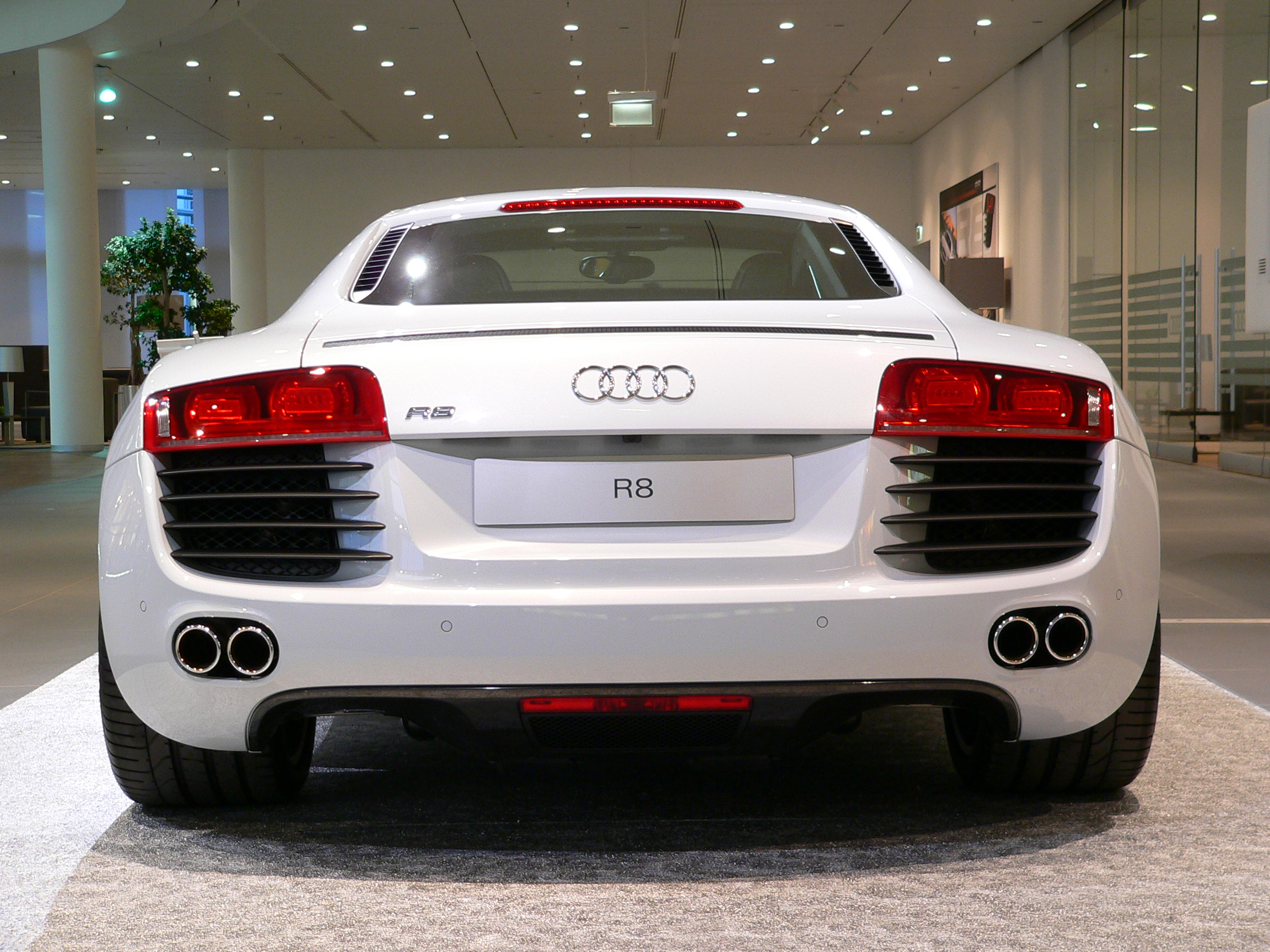 File Neckarsulm Audiforum Audi R8 Back Jpg Wikimedia Commons