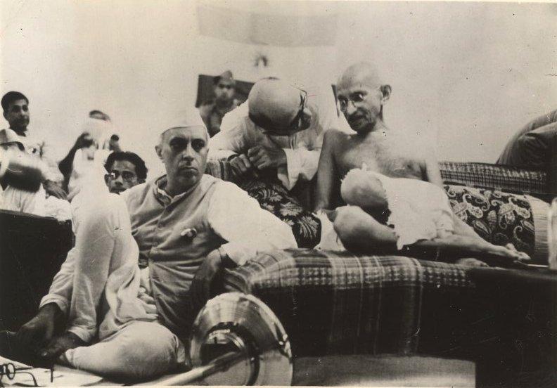 http://upload.wikimedia.org/wikipedia/commons/d/d4/Nehruwithgandhi1942.jpg