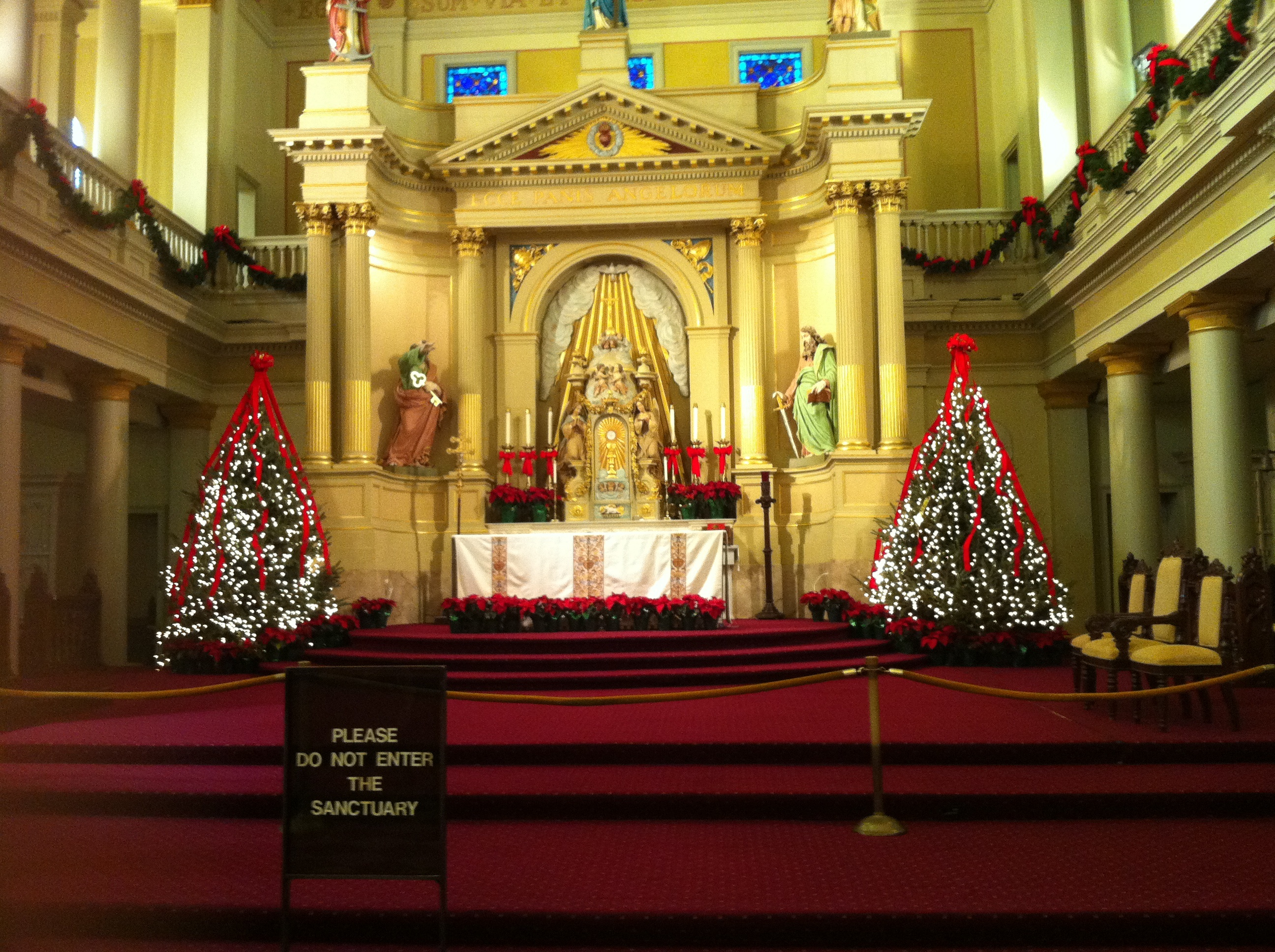 File:New Orleans Cathedral Altar at Christmas.jpg - Wikimedia Commons