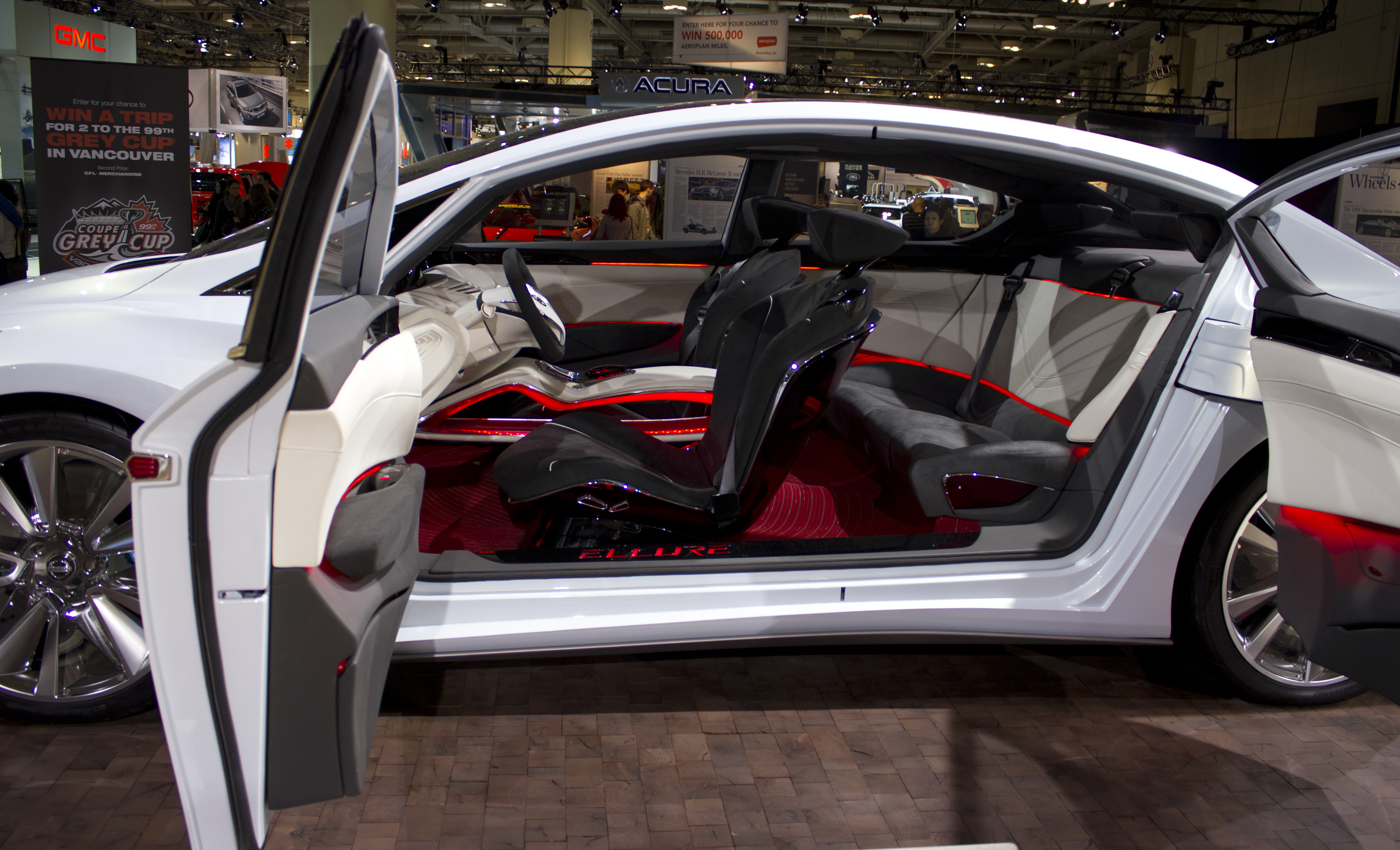 file nissan ellure interior at toronto auto show wikimedia commons. Black Bedroom Furniture Sets. Home Design Ideas