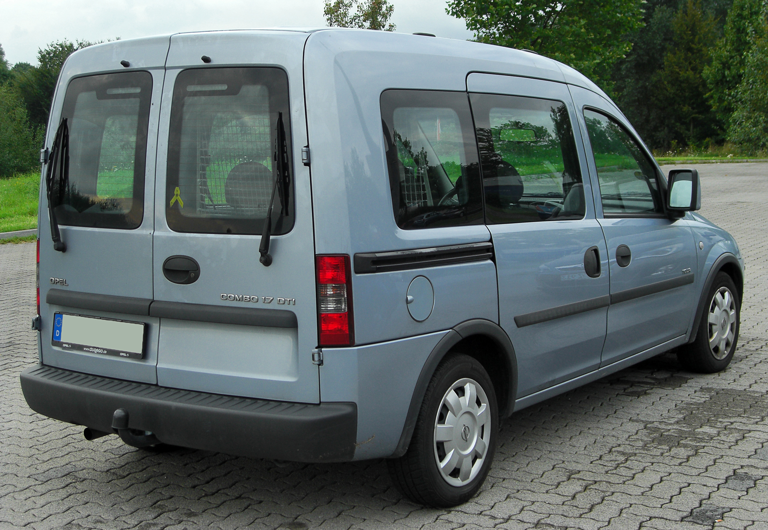 File:Opel Combo C Tour 1.7 DTI rear 20100808.jpg ...