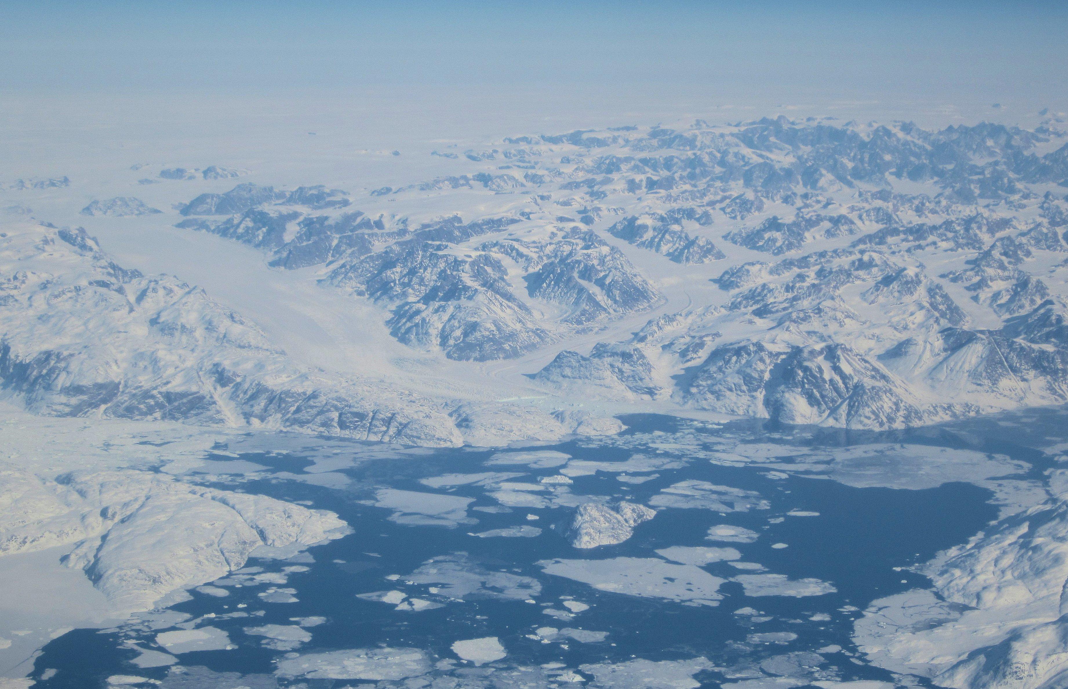 Eis von Grönland schmilzt schneller