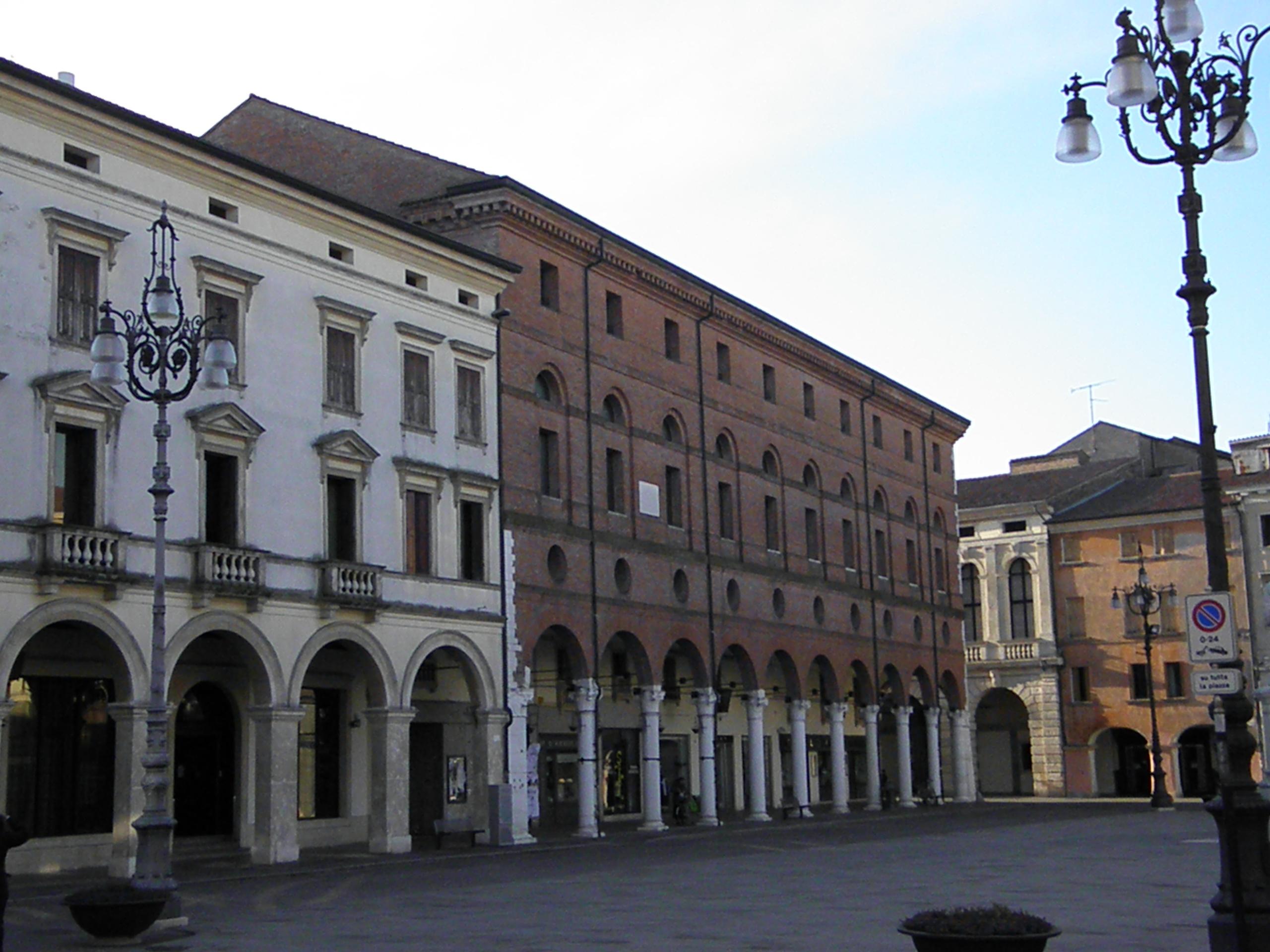 Tiedosto palazzo roverella esterno da piazza vittorio - Pilozzo da esterno ...