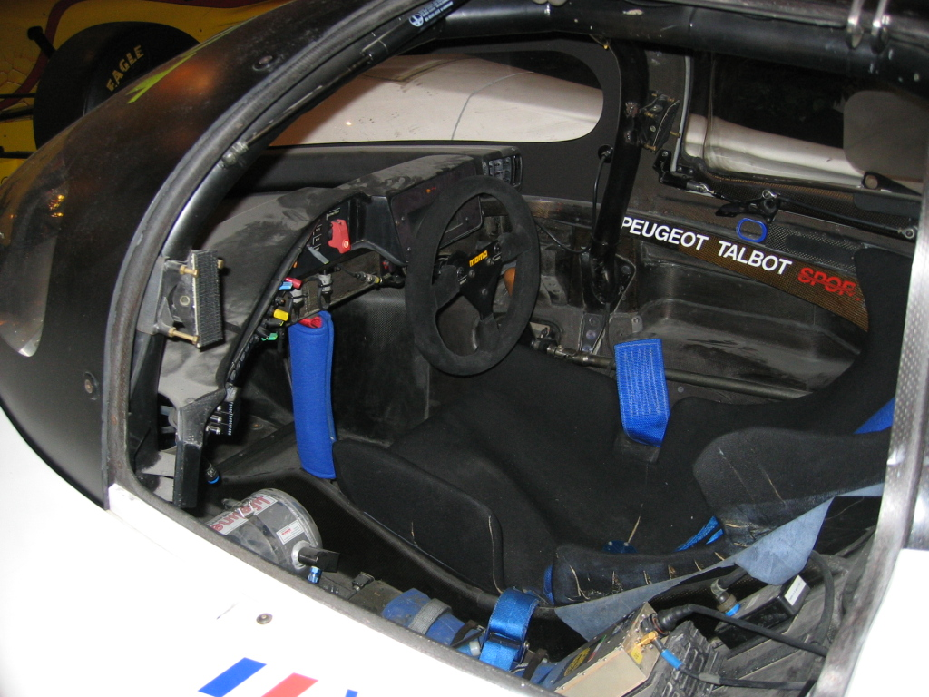 File peugeot 905 wikimedia commons for Peugeot 908 interieur