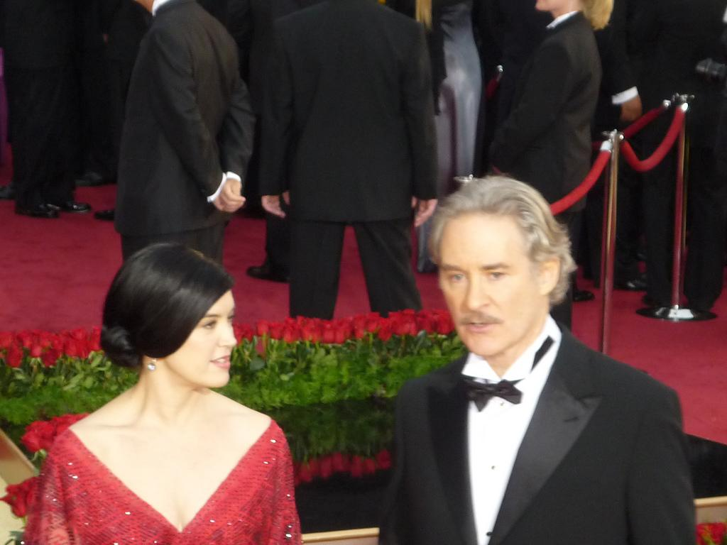 File phoebe cates kevin kline at 2009 academy awards jpg for What does phoebe cates look like now