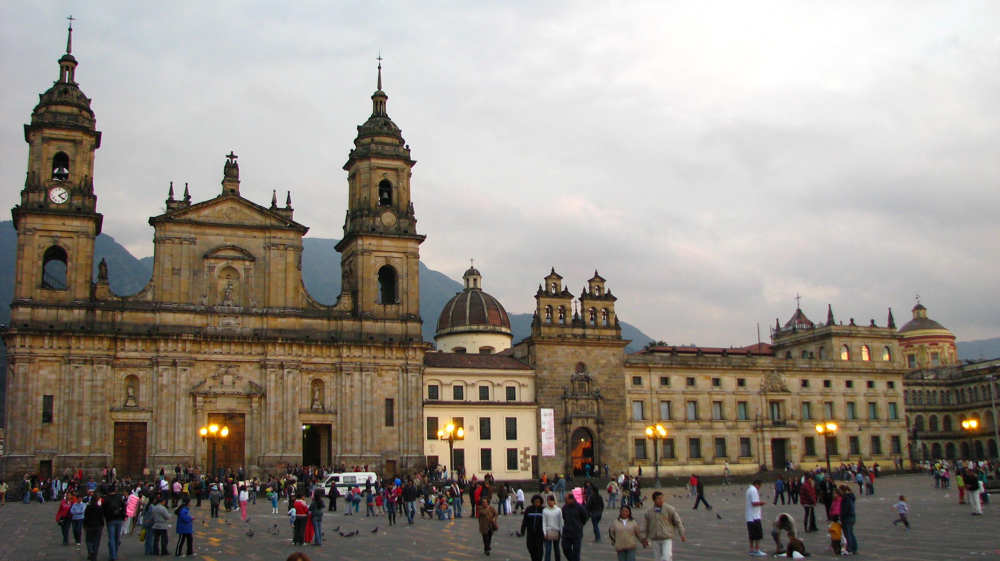 Bogota Colombia  City pictures : Plaza de Bolívar Bogotá, Colombia 1 Wikimedia Commons
