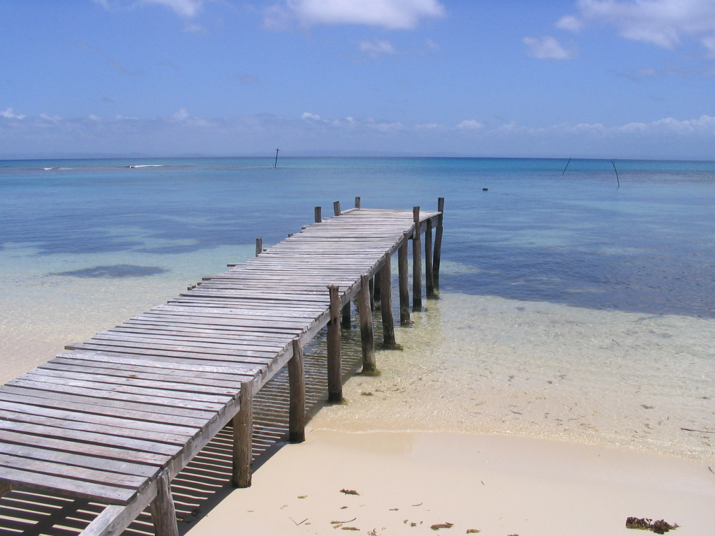File:Ponton-île-Saint-Marie-Madagascar.jpg - Wikimedia Commons