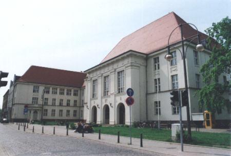 File:Runge-Gymnasium Oranienburg 2006.jpg