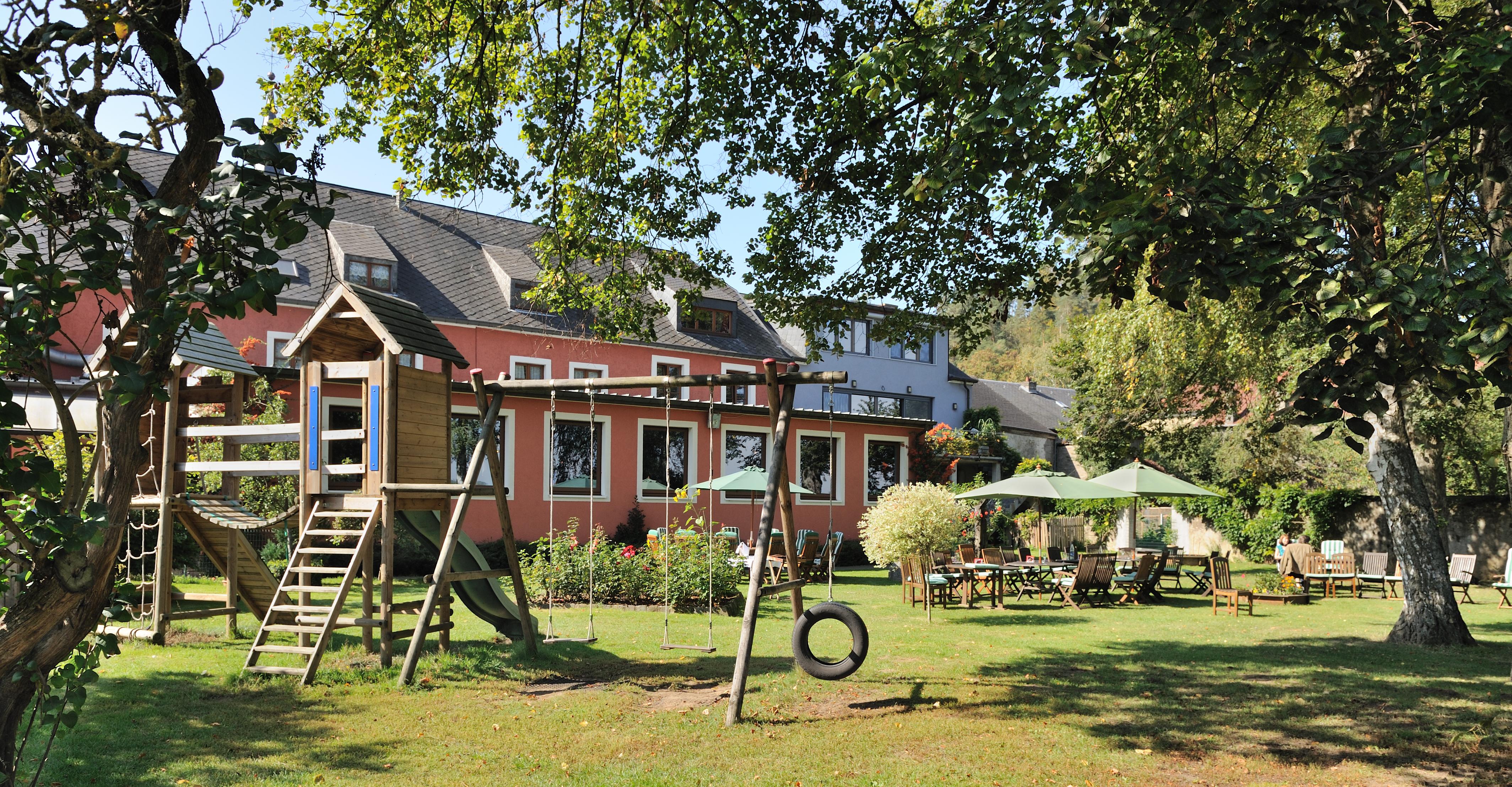 File saeul maison rouge jardin sept wikimedia for Maison jardin