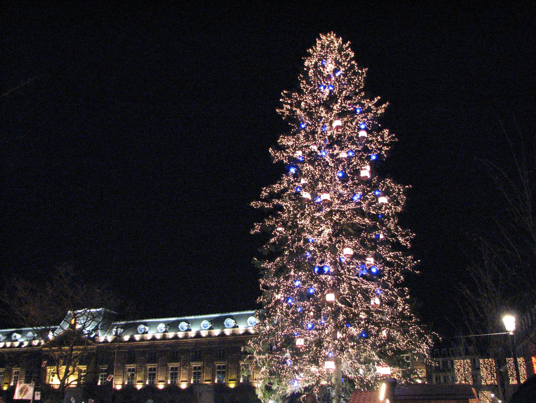 Sapin De Noel Avec Decoration Blanc