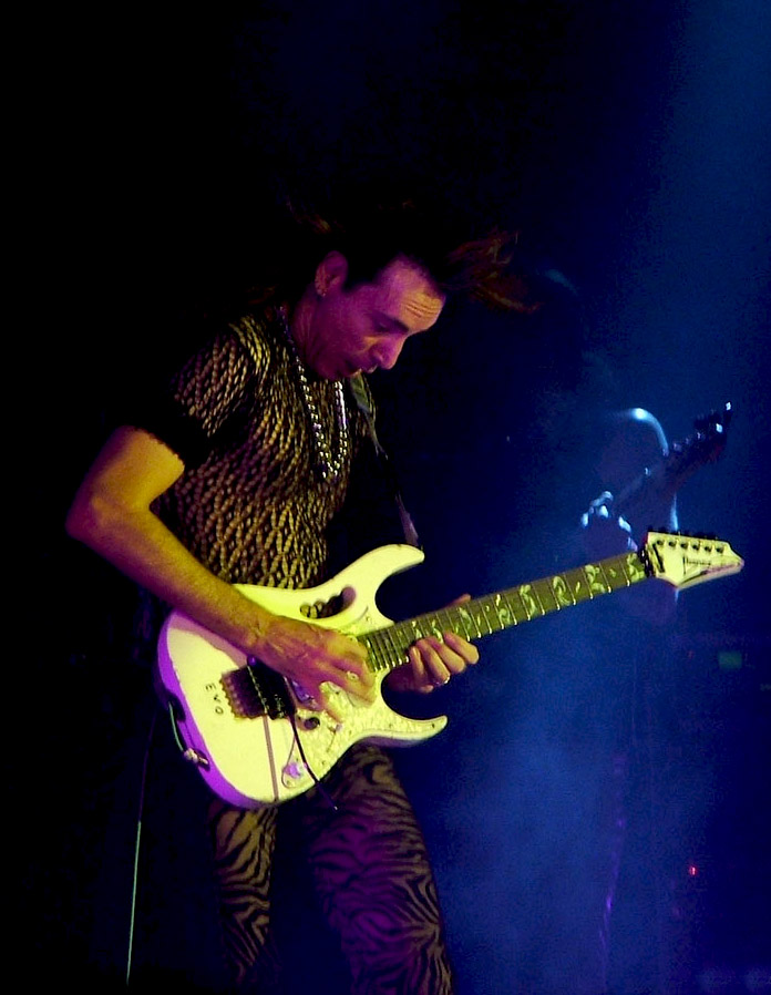 Evo (guitar) - Wikipedia, the free encyclopedia