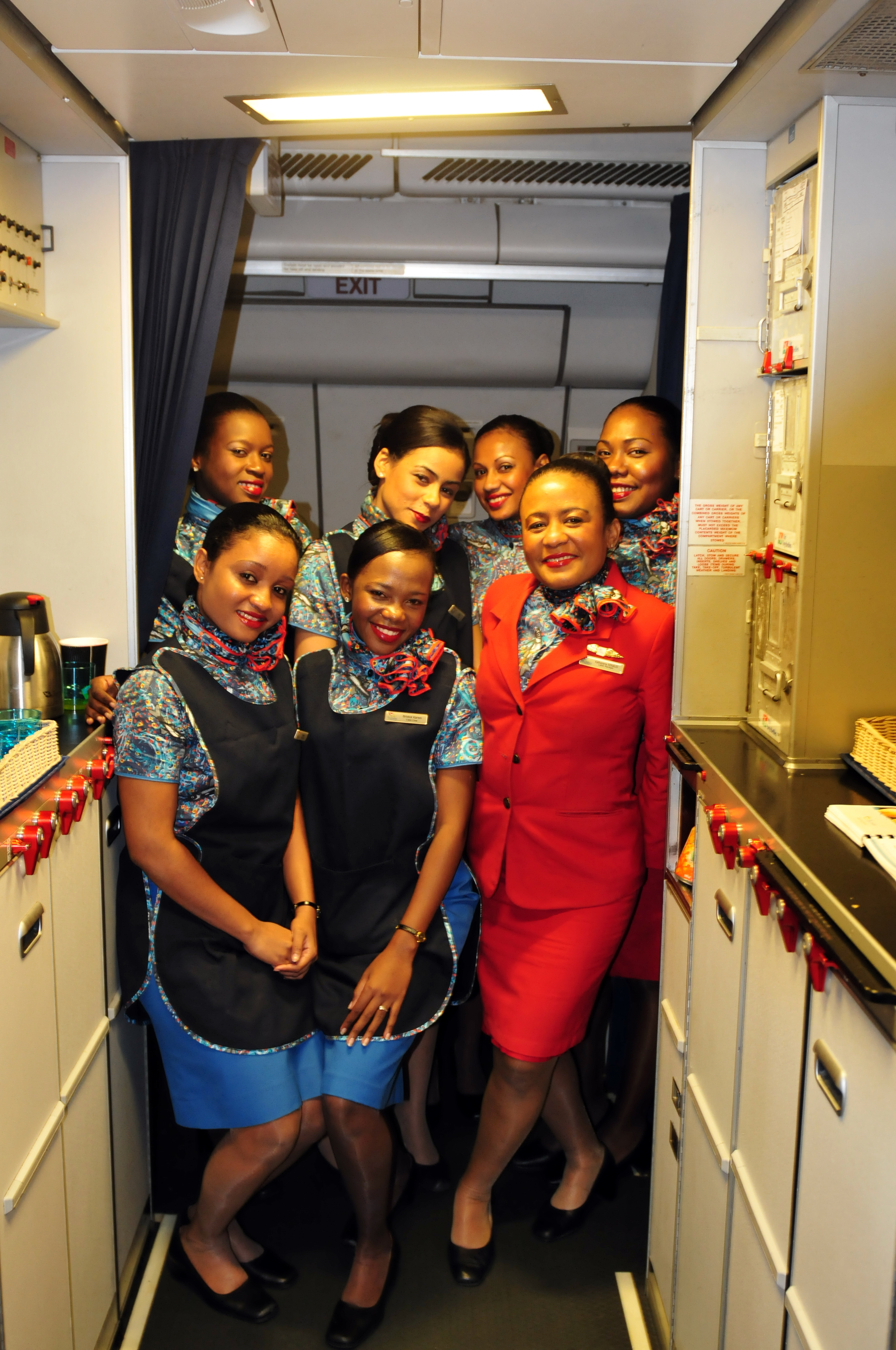 File Stewardessen Der Air Seychelles 13 08 12 By Ralfr
