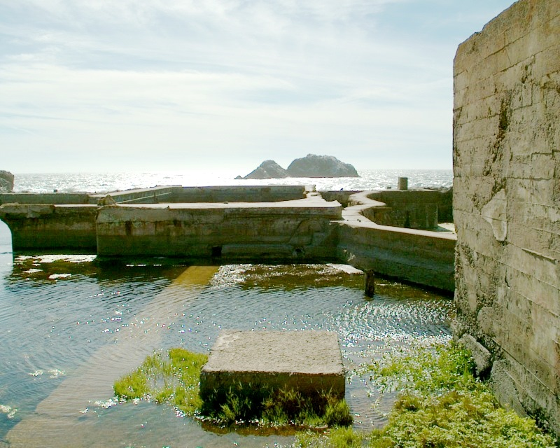 Sutro Baths Ruins, San Francisco-Aug2004.jpg