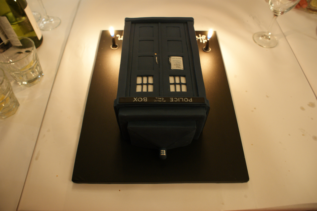 Tardis screensaver for vista cheats to grand theft for Tardis template for cake