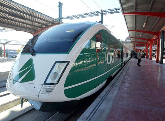 Trenes curiosos a lo largo de la historia del ferrocarril español Talgo_Virgen_del_Rocio_--_Adif_%28Viaje_de_Prueba_AVE_Valladolid%29