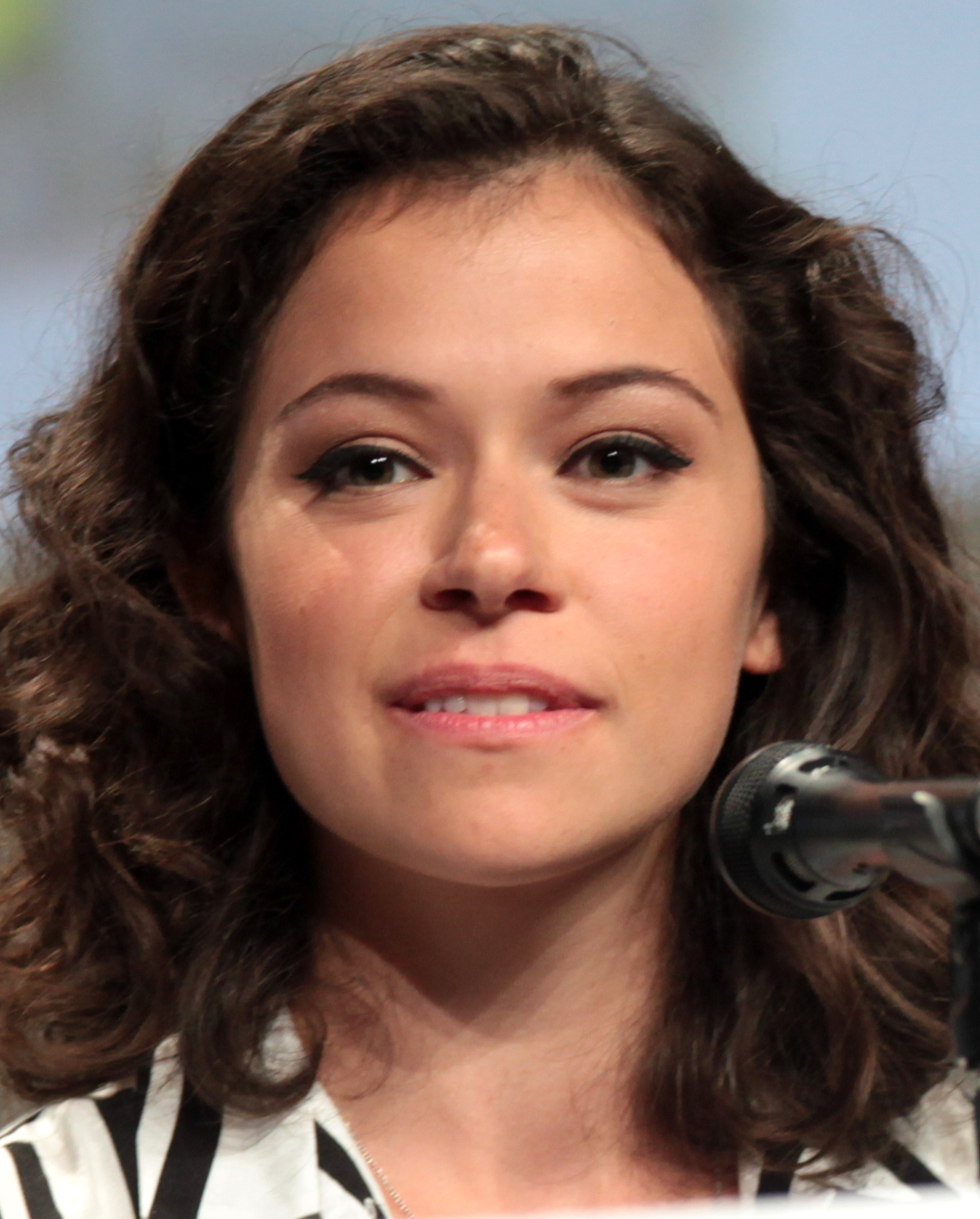 The 32-year old daughter of father (?) and mother(?), 163 cm tall Tatiana Maslany in 2018 photo