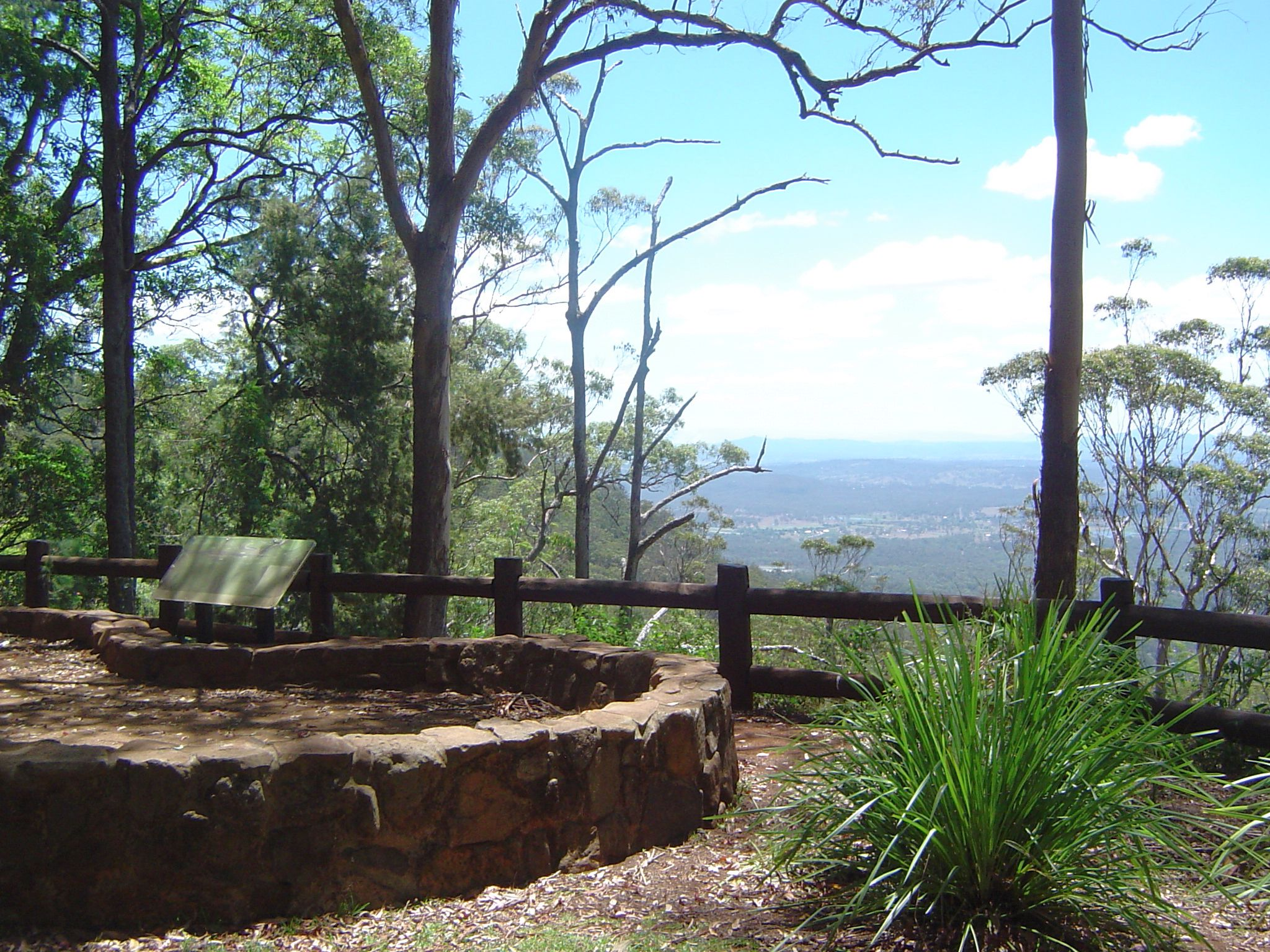 mount lookout dating In the centre of town, 25-year-old local girl nadia vazquez walked her brisbane-based boyfriend brett dendle up to the mount isa lookout, a popular dating spot vazquez, to borrow from mayor malony's book of ornithological descriptors for women, was.