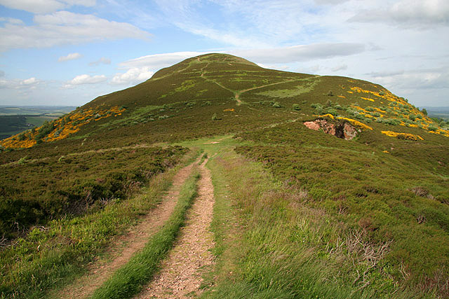 The North Col in the Eildon Hills - geograph.org.uk - 865537