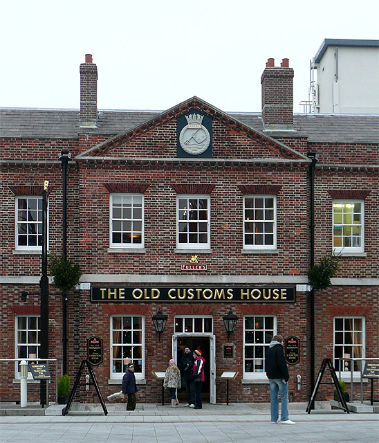 File:The Old Customs House, Portsmouth - geograph.org.uk ...