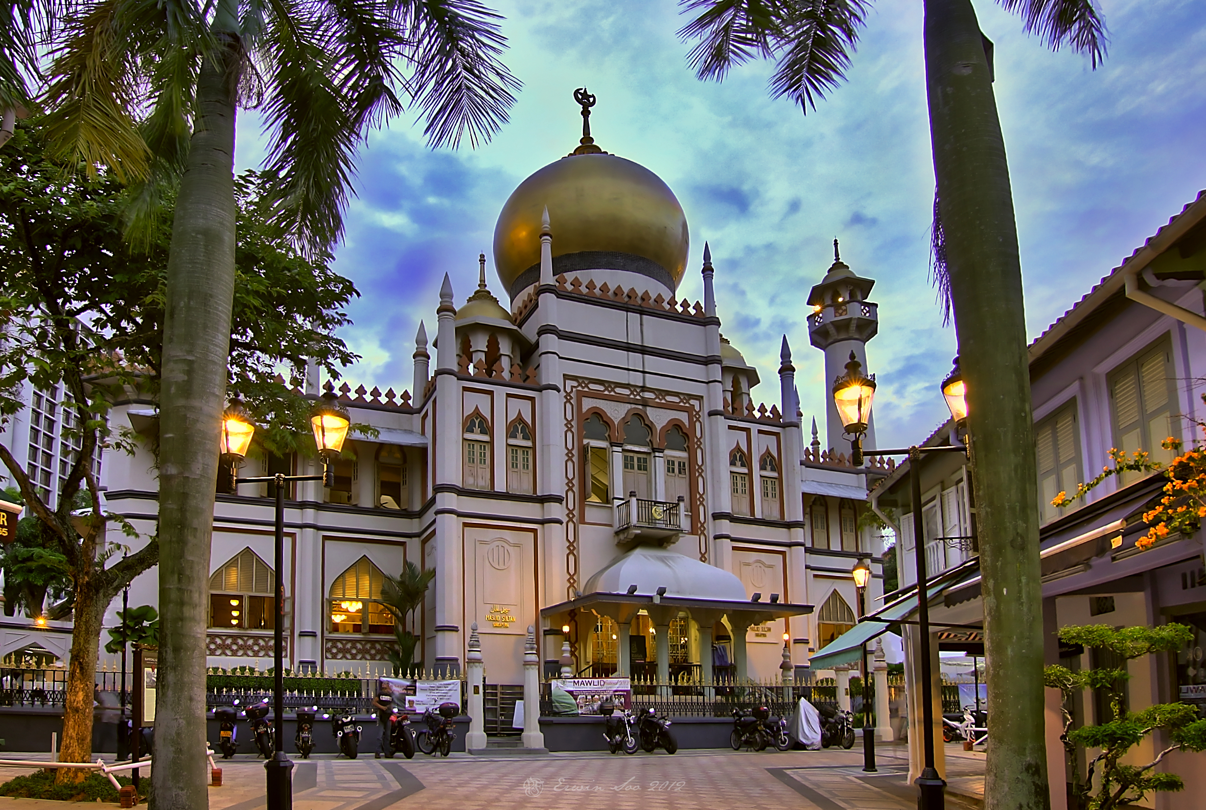 singapore sightseeing places - the Sultan Mosque at Kampong Glam