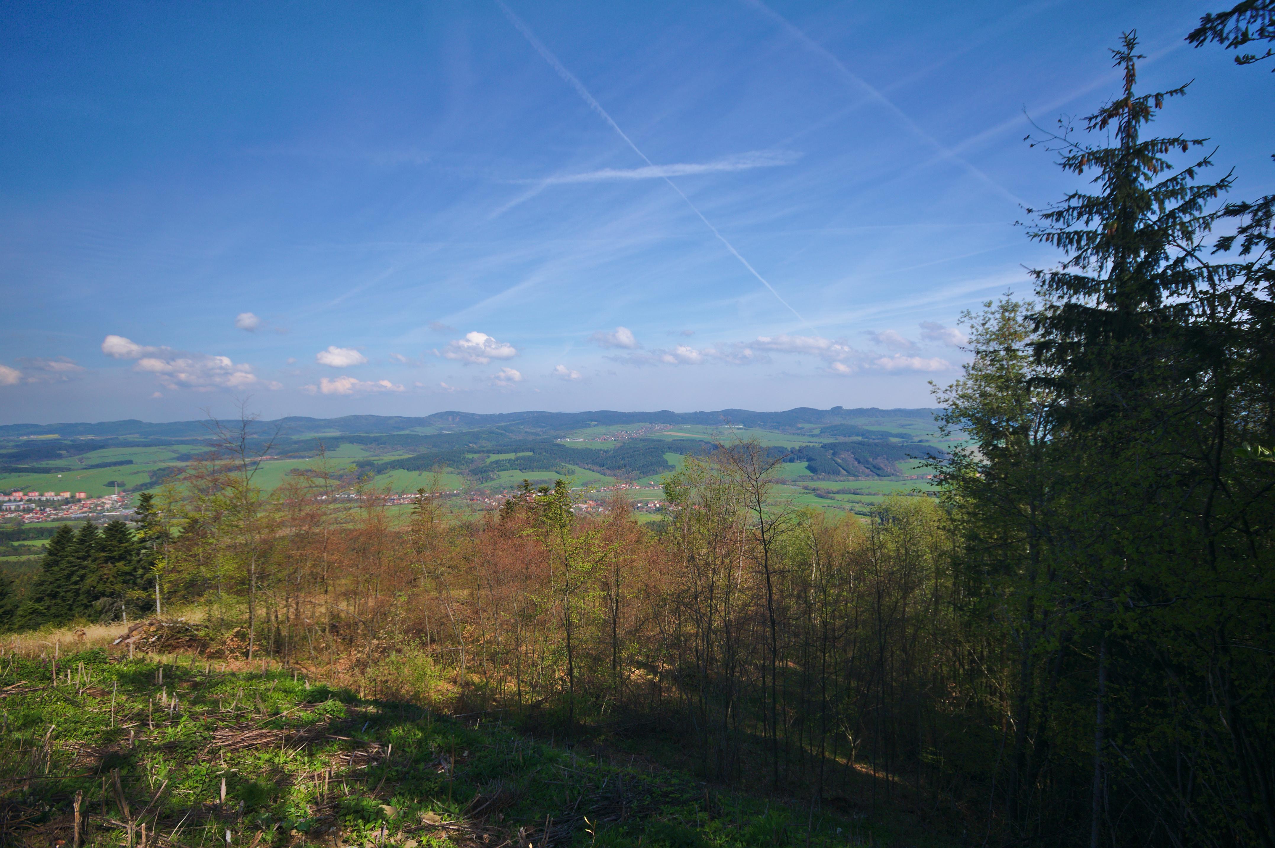 dfbb281d486 File Výhled od televizního vysílače Valašské Klobouky - Ploštiny do údolí  Brumovky