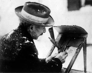 Wilson Alwyn Bentley snima emulzi ze sklenene desky