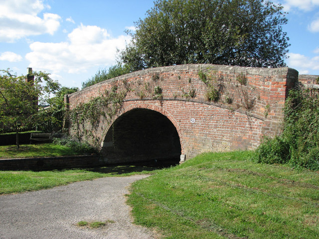 Woolsthorpe Wharf, Bridge 61 - geograph.org.uk - 1536651