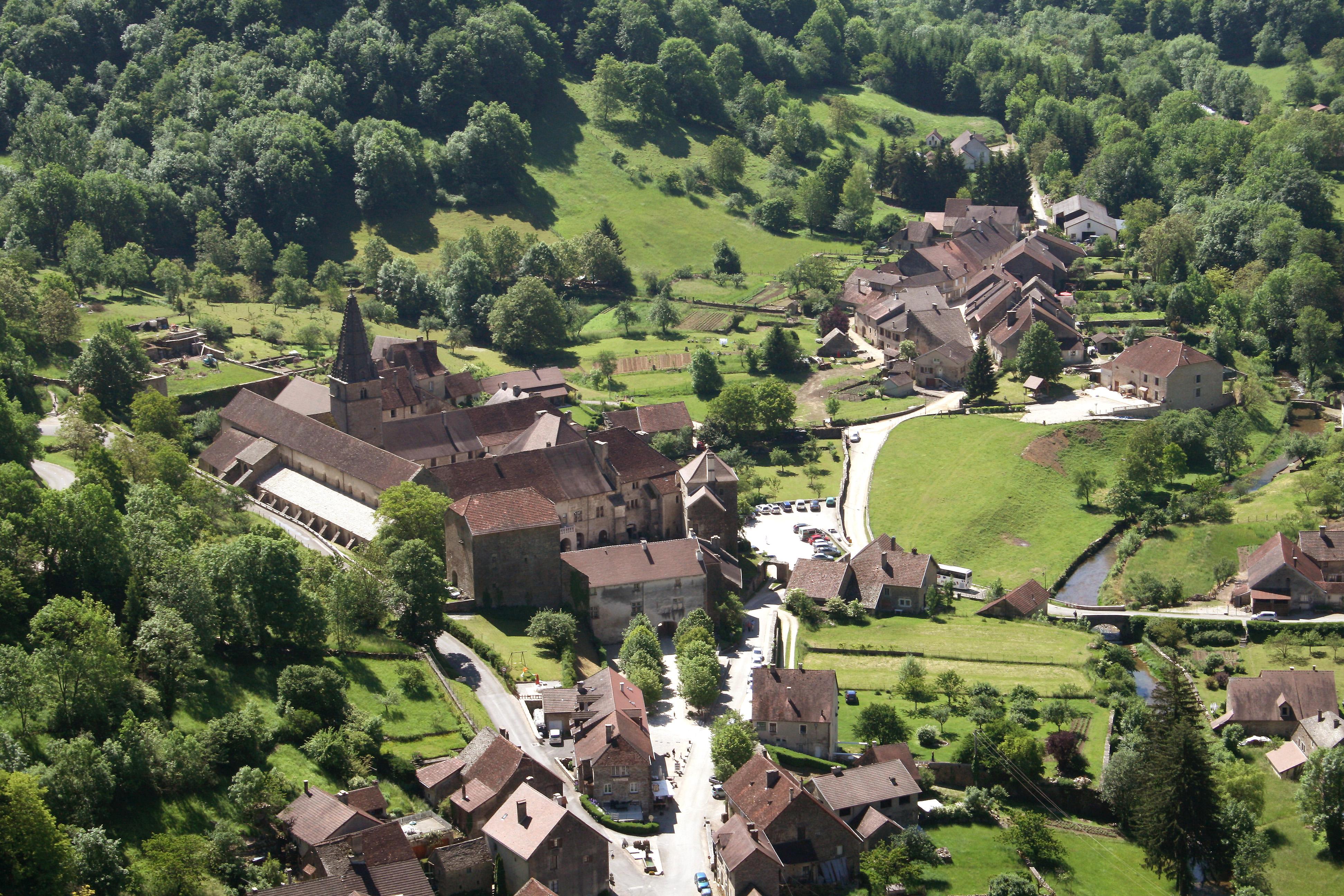 File 0 baume les messieurs village jpg wikimedia commons - Office du tourisme baume les messieurs ...