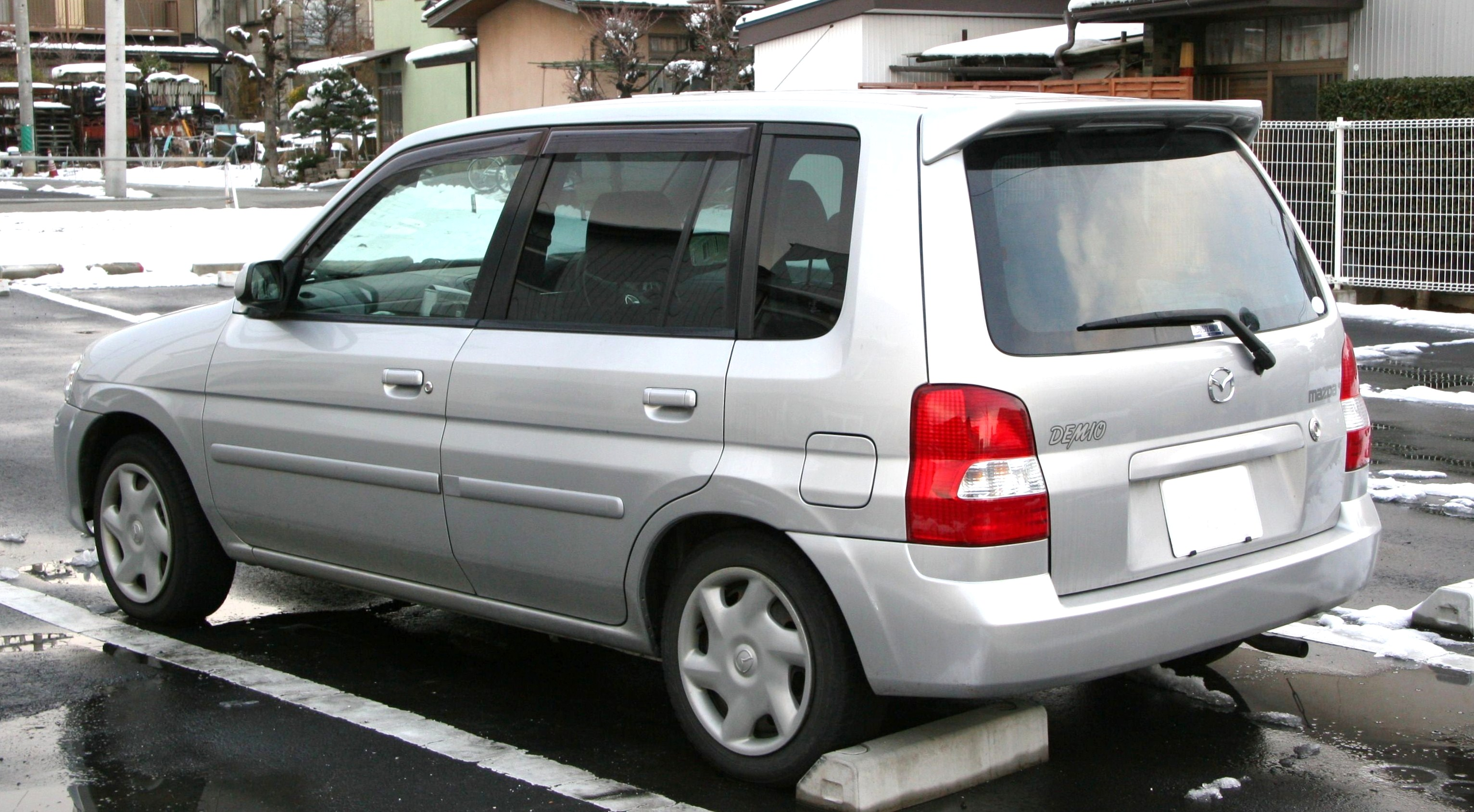 File 1999 2001 Mazda Demio Rear Jpg Wikimedia Commons
