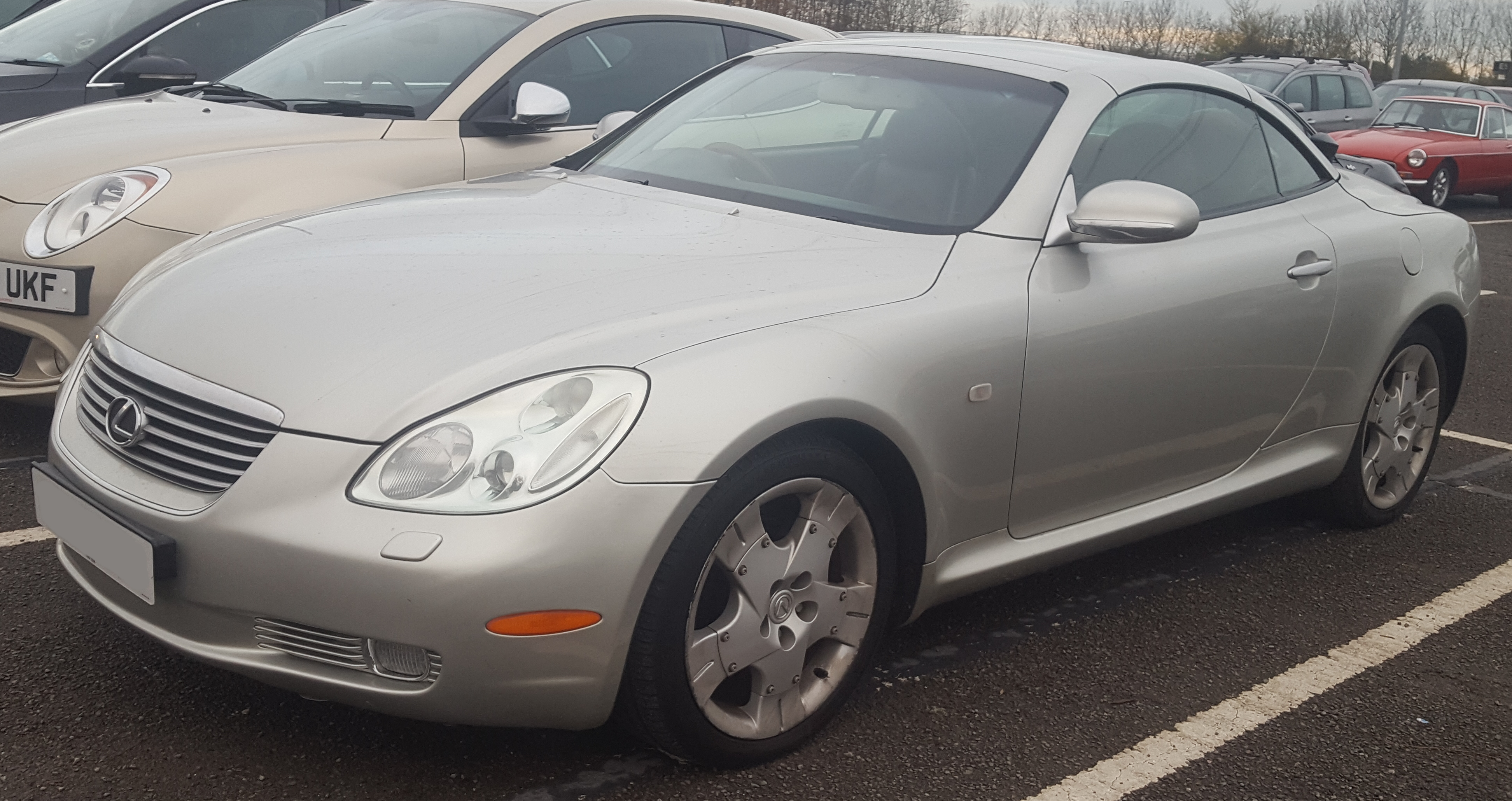 https://upload.wikimedia.org/wikipedia/commons/d/d5/2002_Lexus_SC430_Automatic_4.3_Front.jpg