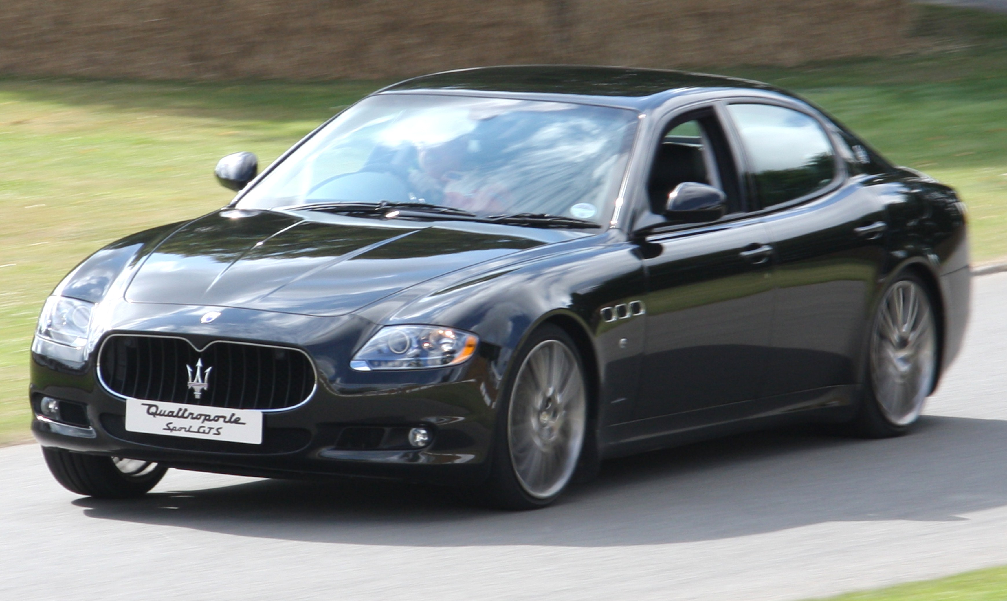 https://upload.wikimedia.org/wikipedia/commons/d/d5/2009_Maserati_Quattroporte_Sport_GT_S.jpg