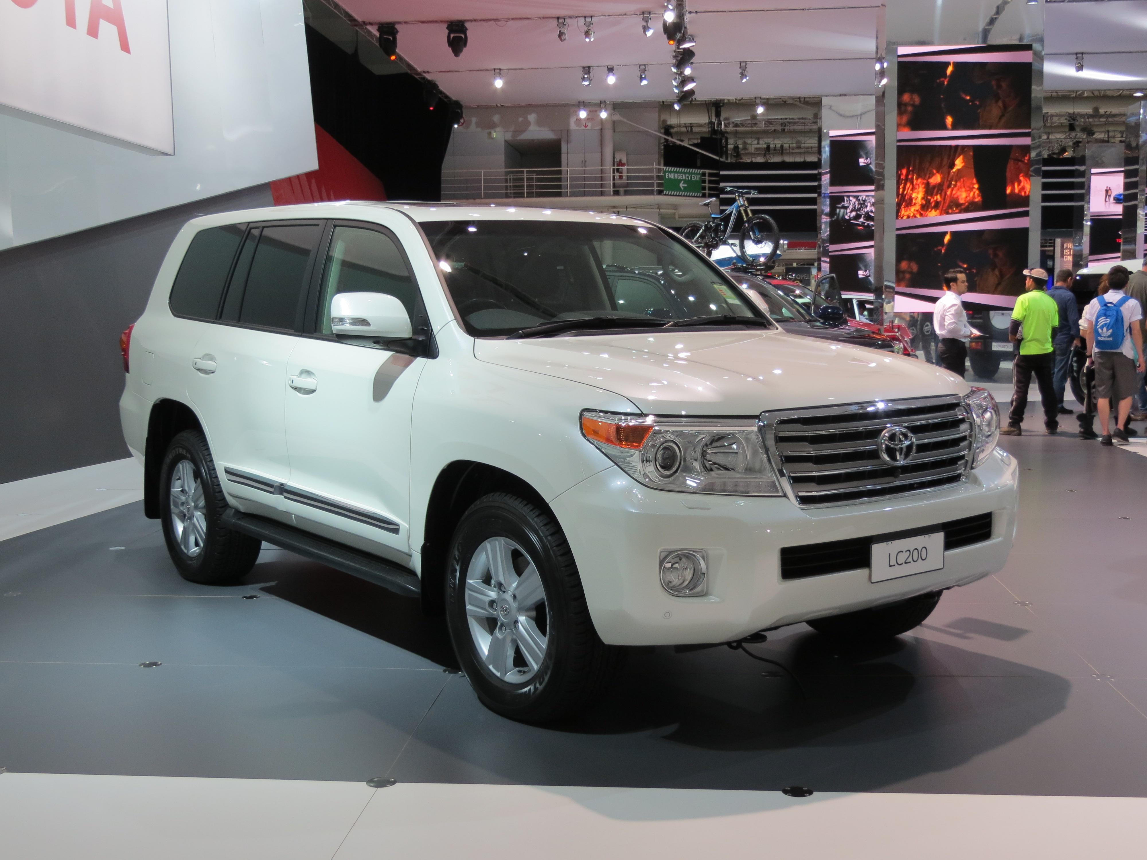 Kelebihan Toyota Land Cruiser 2012 Tangguh