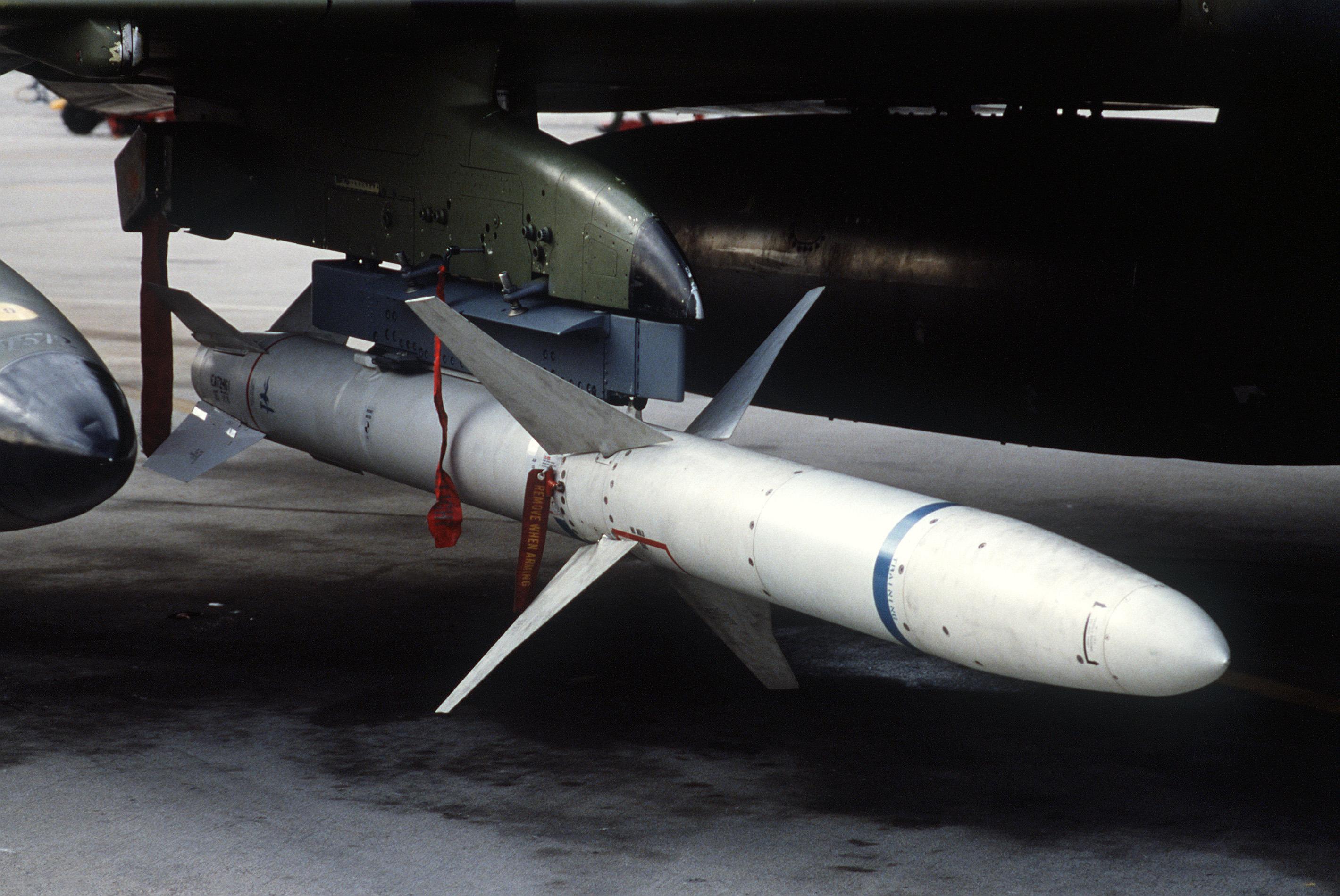 النسخة الجديدة من الهارم، العدو الاول للرادارات! AGM-88_HARM_on_F-4G
