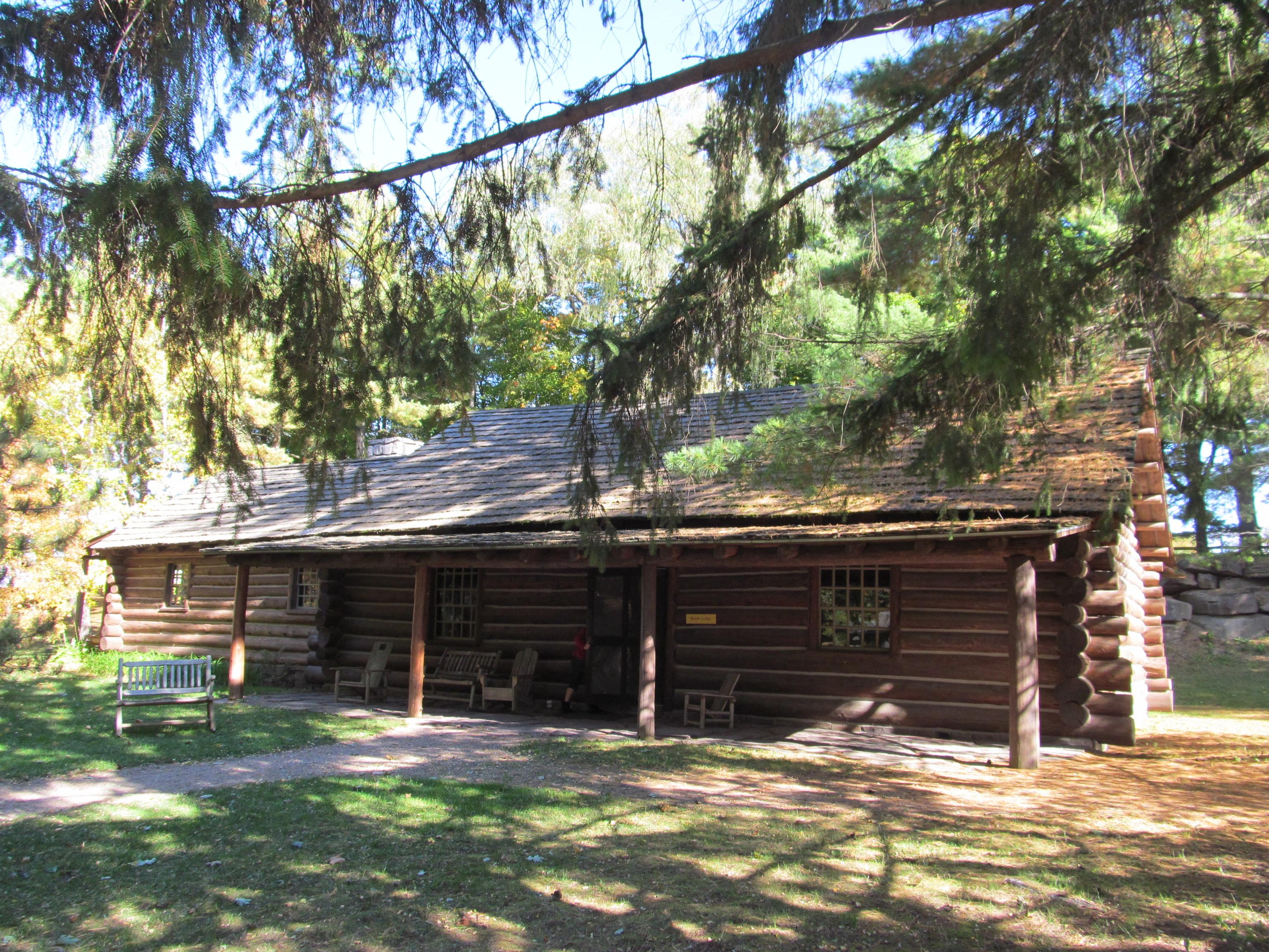 File:Beach Lodge, Shelburne Museum, Shelburne VT.jpg