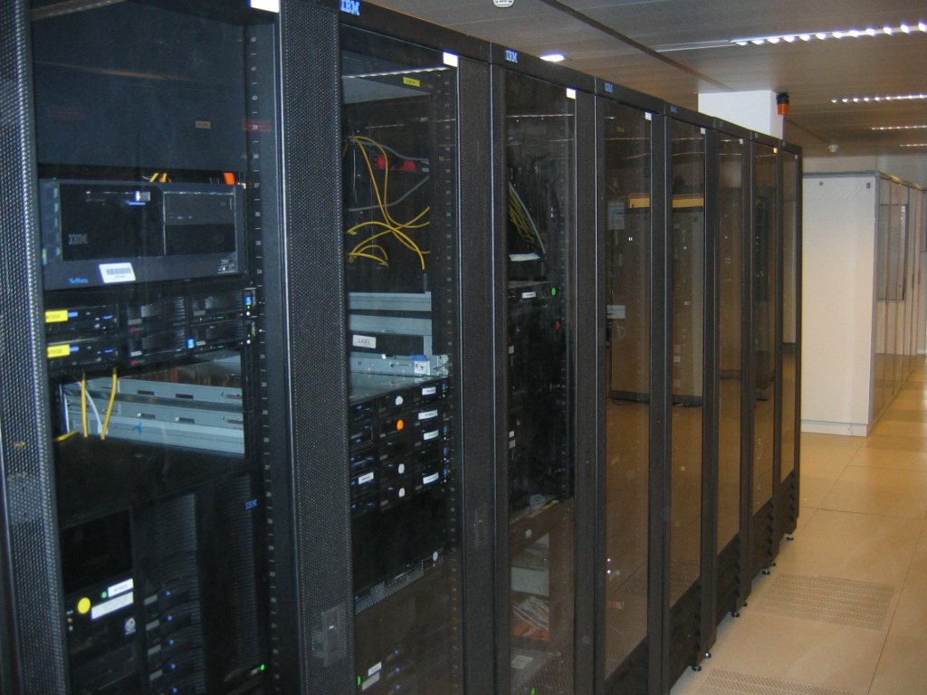 http://upload.wikimedia.org/wikipedia/commons/d/d5/Datacenter.jpg
