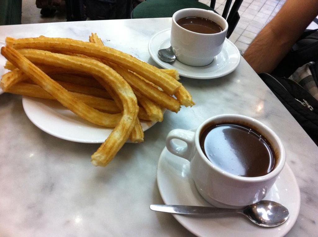 Desayuno chocolate con churros chocolateria San Gines.jpg