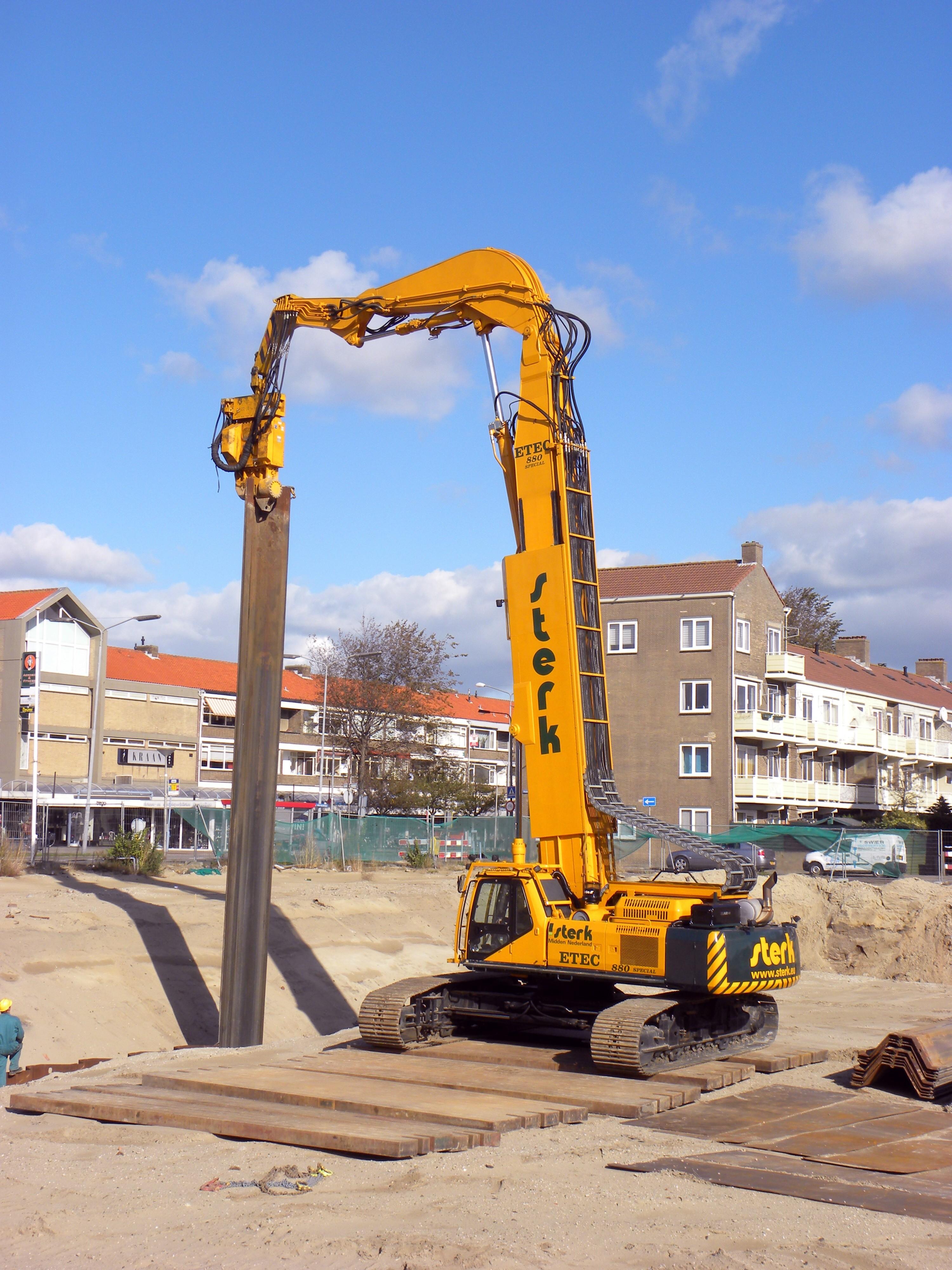 ETEC escavatori olandesi Etec_880_special_removing_Sheet_pile_walls