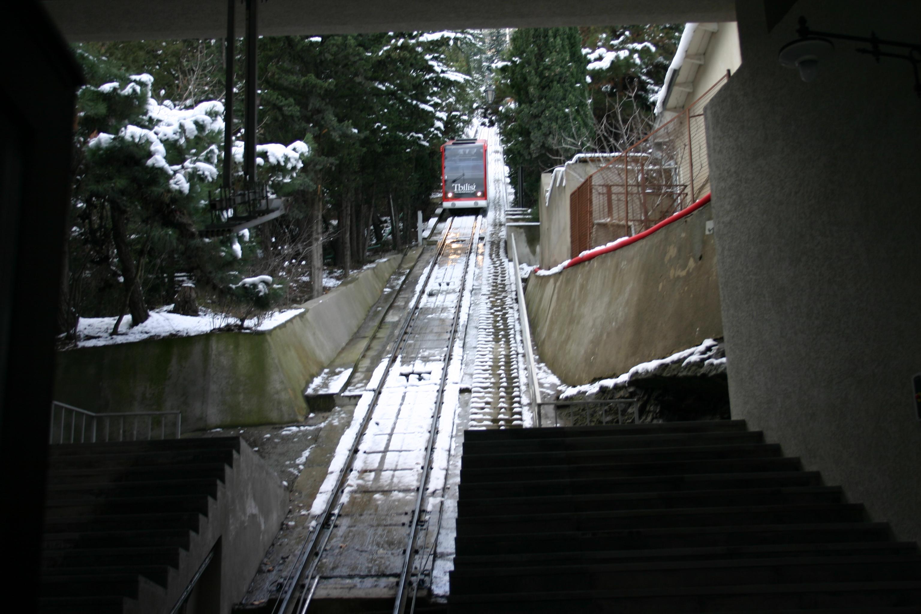 القطار الجبلي المائل في تبليسي