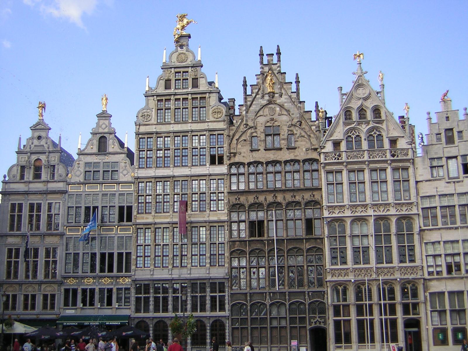File gildehuizen wikimedia commons - De gevels van de huizen ...