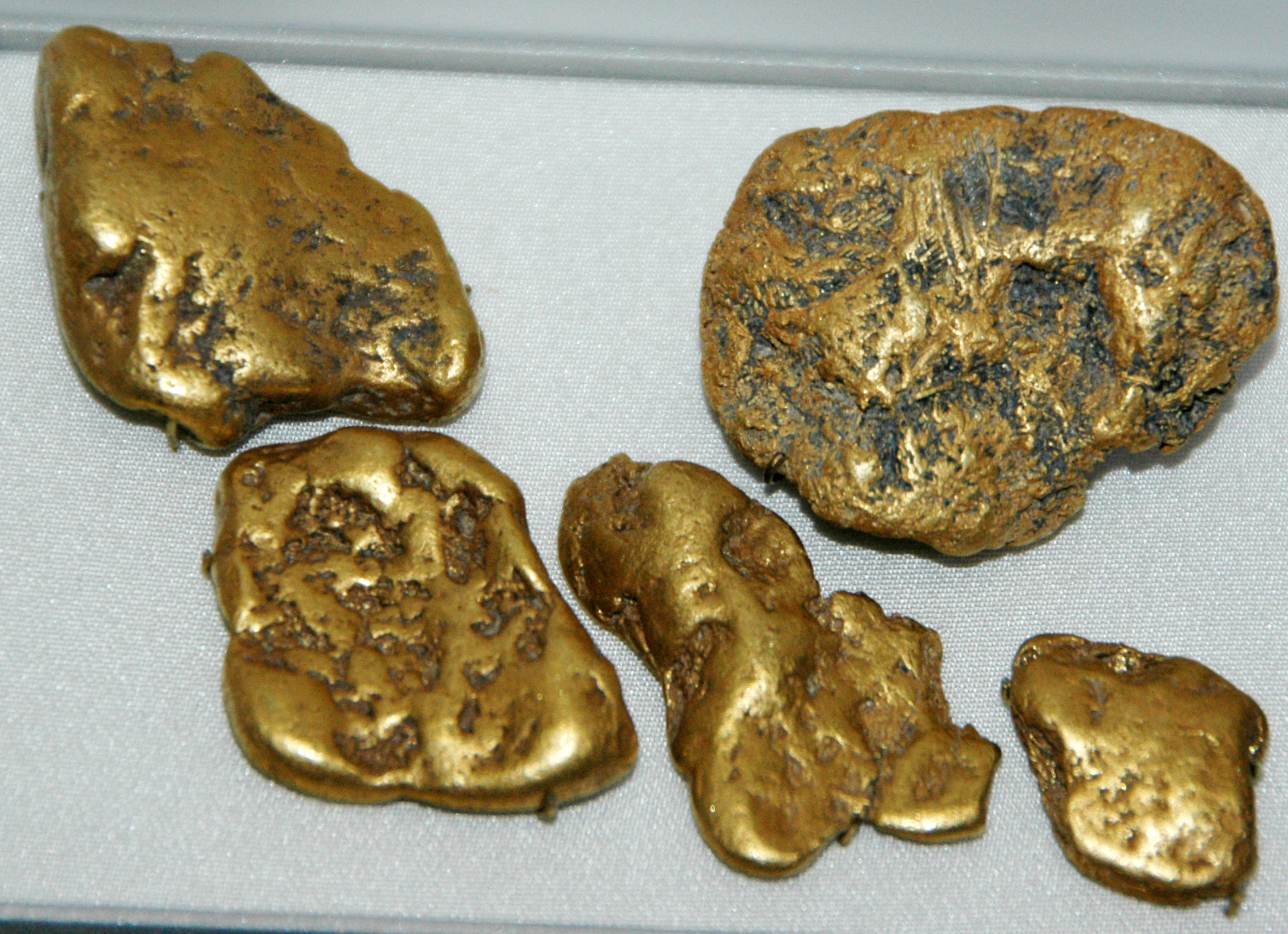 An image of gold nuggets.