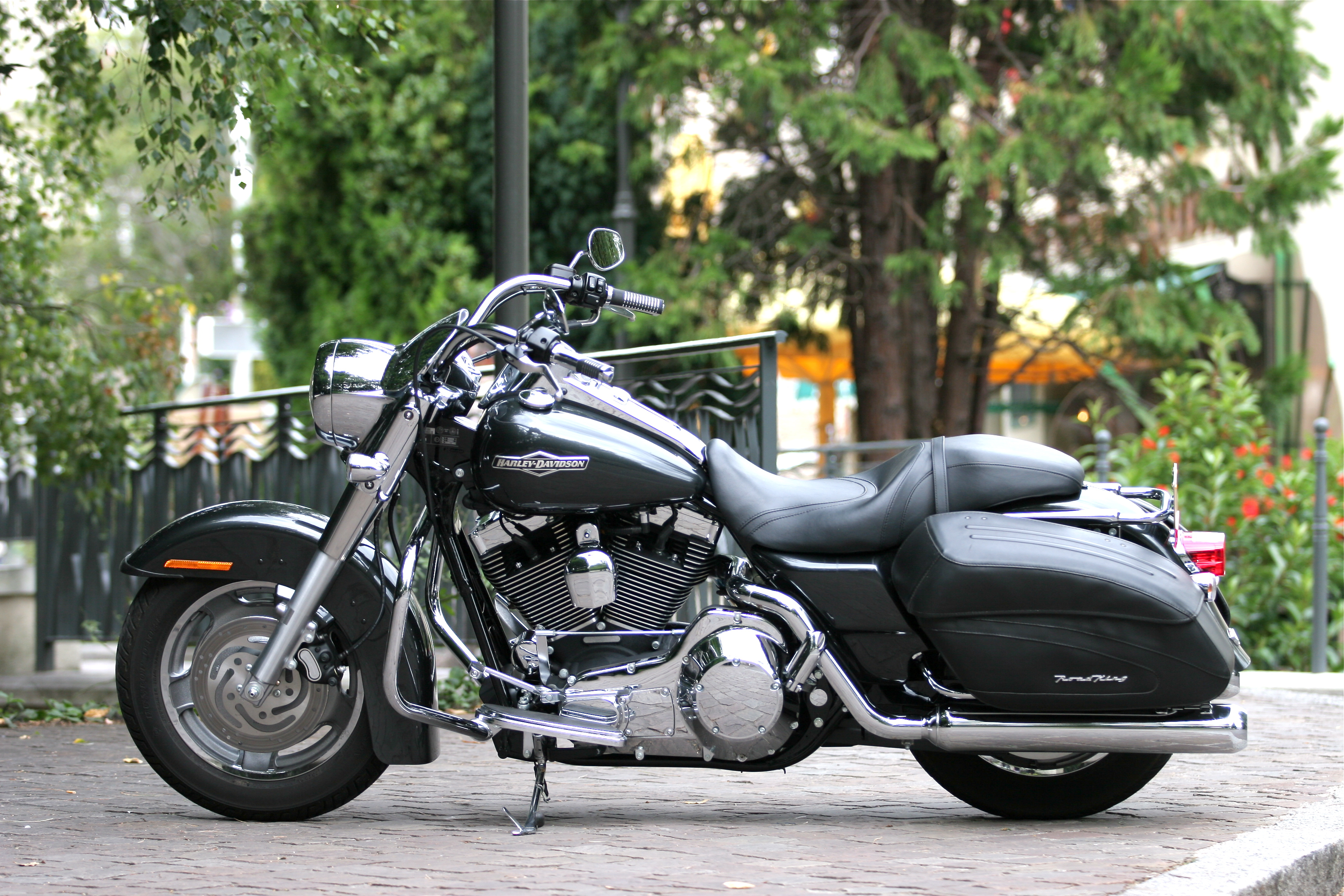 Description Harley-Davidson Road King Custom 2006.jpg
