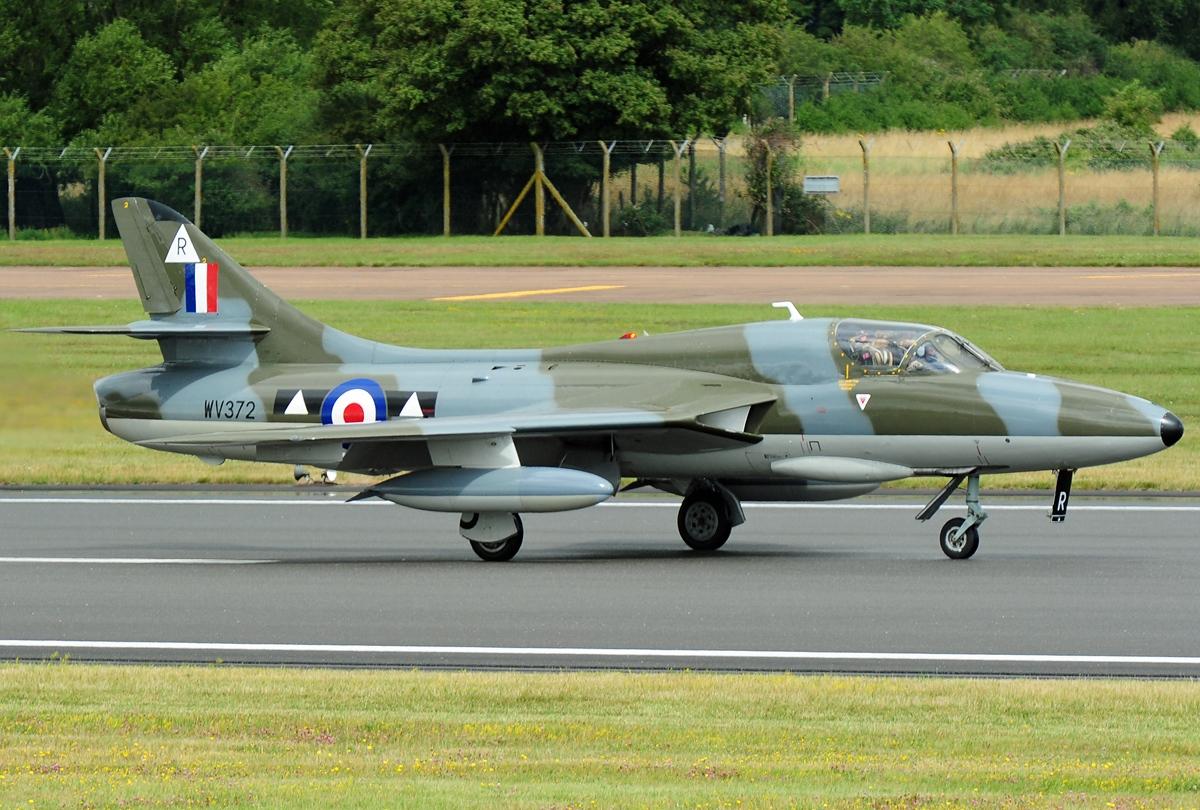 Hawker Hunter T.7, Private JP7180533.jpg