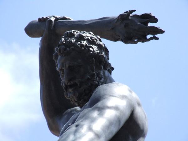 Herkulesbrunnen Augsburg Flammenkeule