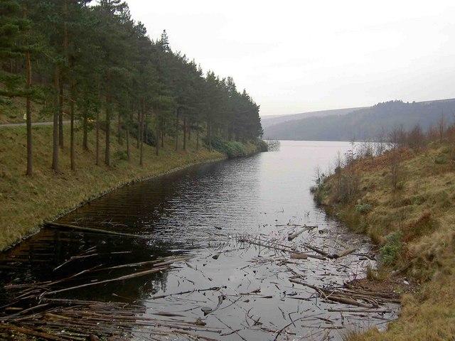 Howden Clough entering Howden reservoir - geograph.org.uk - 1140556
